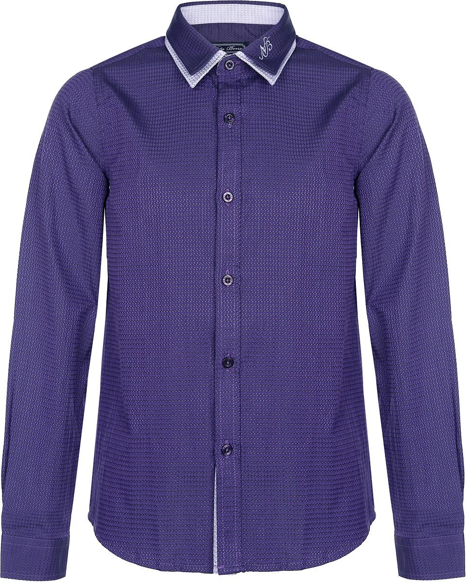 Рубашка для мальчика. NR6303-12NR6303-12Рубашка для мальчика Nota Bene, выполненная из хлопка с добавлением полиэстера, станет стильным дополнением к детскому гардеробу. Она отлично сочетается как с джинсами, так и с классическими брюками. Материал изделия мягкий и приятный на ощупь, не сковывает движения и обладает высокими дышащими свойствами. Рубашка с длинными рукавами и двойным отложным воротником застегивается спереди на пуговицы по всей длине. Манжеты рукавов также имеют застежки-пуговицы. На воротнике модель украшена вышитым логотипом бренда. Современный дизайн и высокое качество исполнения принесут удовольствие от покупки и подарят отличное настроение!