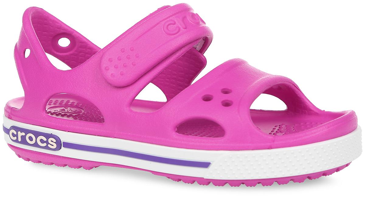 Сандалии для девочки Crocband II. 14854-6N414854-6N4Модные сандалии Crocband II от Crocs очаруют вашу девочку с первого взгляда! Модель выполнена из полимера Croslite и дополнена по периметру подошвы контрастной полоской с названием бренда. Благодаря материалу Croslite обувь невероятно легкая, мягкая и удобная. Материал Croslite - бактериостатичен, препятствует появлению неприятных запахов и легок в уходе: быстро сохнет и не оставляет следов на любых поверхностях. Верх модели оформлен отверстиями, которые можно использовать для украшения джибитсами. Под воздействием температуры тела обувь принимает форму стопы. Ремешок с застежкой-липучкой, оформленный названием бренда, обеспечивает надежную фиксацию модели на ноге. Рельефная поверхность верхней части подошвы комфортна при движении. Рифленое основание подошвы гарантирует идеальное сцепление с любой поверхностью. Такие сандалии принесут комфорт и радость вашему ребенку.