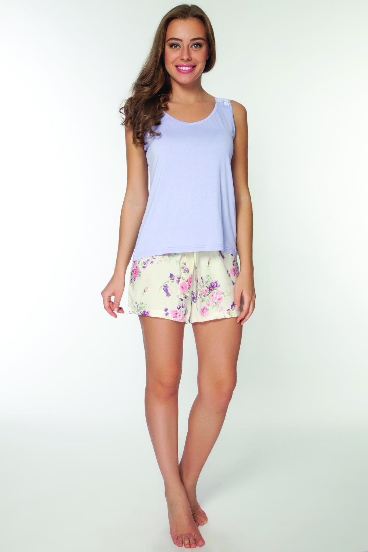 Пижама женская. LP2072SLP2072SСтильная пижама, состоящая из шорт и удлиненной майки на широких брителях. Шорты декорированы нежными цветами.
