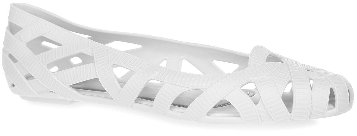 Балетки Jean + Jason WU VI AD. 3169831698-1003Модные балетки Jean + Jason WU VI AD от Melissa отлично впишутся в ваш гардероб. Модель, выполненная из поливинилхлорида, оформлена перфорацией, которая обеспечивает естественную вентиляцию. Подошва с рифлением гарантирует идеальное сцепление с любыми поверхностями. Особенность данной модели в том, что она обладает приятным ароматом. Очаровательные балетки подчеркнут вашу индивидуальность и станут прекрасным завершением вашего образа.
