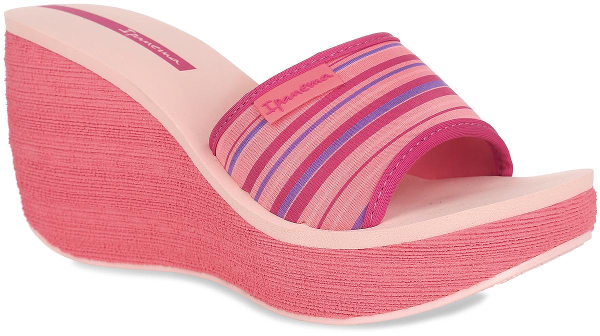 81844-21721Оригинальные женские шлепанцы на платформе Neoprint Slide Fem от Ipanema займут достойное место среди вашей летней обуви. Верх модели, изготовленный из текстиля, оформлен названием бренда и принтом в полоску. Верхняя часть подошвы, выполненная из EVA-материала, невероятно комфортна при движении. Высокая танкетка компенсирована небольшой платформой. Рельефное основание подошвы обеспечивает уверенное сцепление с любой поверхностью. Удобные шлепанцы - необходимая вещь в гардеробе каждой женщины.