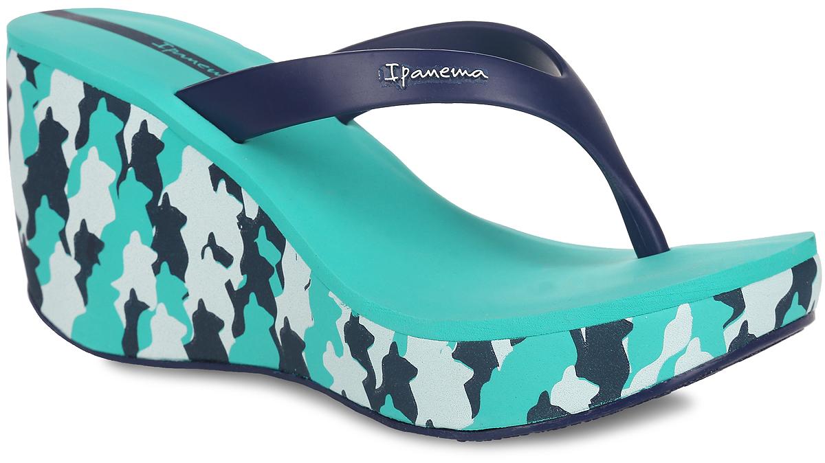 81706-41084Оригинальные женские сланцы на платформе Lipstick Thong IV Fem от Ipanema займут достойное место среди вашей летней обуви. Верх модели изготовлен из ПВХ и оформлен на ремешке названием бренда. Ремешки с перемычкой гарантируют надежную фиксацию модели на ноге. Верхняя часть подошвы, выполненная из EVA-материала, невероятно комфортна при движении. Высокая танкетка, оформленная оригинальным принтом, компенсирована небольшой платформой. Рельефное основание подошвы обеспечивает отличное сцепление с любой поверхностью. Удобные сланцы - необходимая вещь в гардеробе каждой женщины.