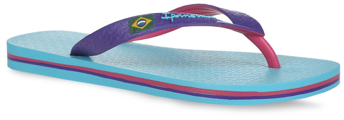 Сланцы Brazil Bicolor Unisex AD. 8104681046-22115Стильные сланцы Brazil Bicolor Unisex AD от Ipanema очаруют вас с первого взгляда. Модель полностью выполнена из поливинилхлорида. Сланцы снабжены ремешками с перемычкой, которые гарантируют надежную фиксацию модели на ноге. Ремешок оформлен изображением флага Бразилии и названием бренда, подошва - контрастными полосками. Верхняя рифленая поверхность подошвы предотвращает выскальзывание ноги. Рельефное основание подошвы обеспечивает уверенное сцепление с любой поверхностью. Удобные сланцы прекрасно подойдут для похода в бассейн или на пляж.