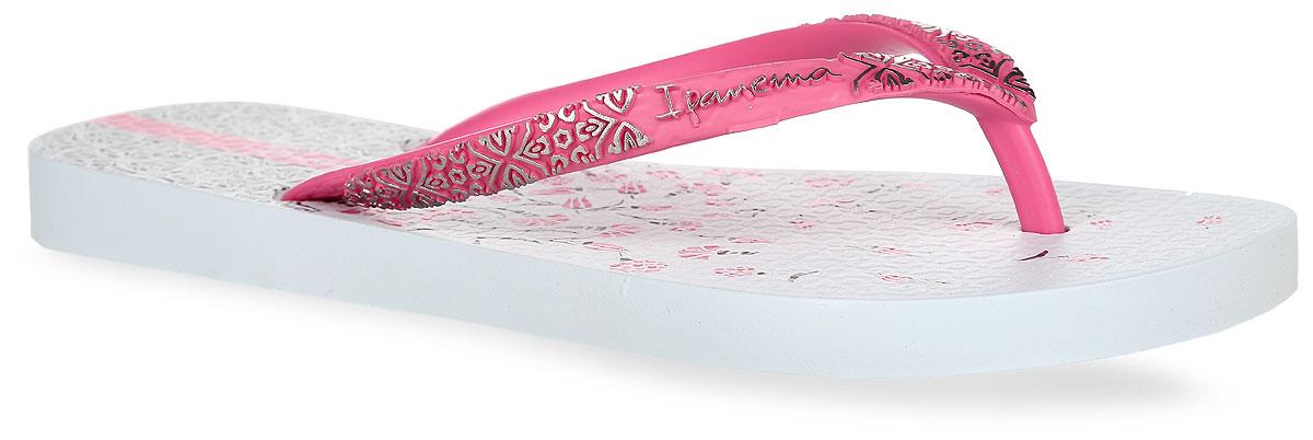 Сланцы81702-23902Стильные женские сланцы Aloe Flower Fem от Ipanema очаруют вас с первого взгляда. Модель полностью выполнена из поливинилхлорида и оформлена на ремешке названием бренда и рельефным орнаментом. Верхняя поверхность подошвы оформлена цветочным принтом и орнаментом. Ремешки с перемычкой гарантируют надежную фиксацию модели на ноге. Рифление на верхней поверхности подошвы предотвращает выскальзывание ноги. Рельефное основание подошвы обеспечивает уверенное сцепление с любой поверхностью. Удобные сланцы прекрасно подойдут для похода в бассейн или на пляж.