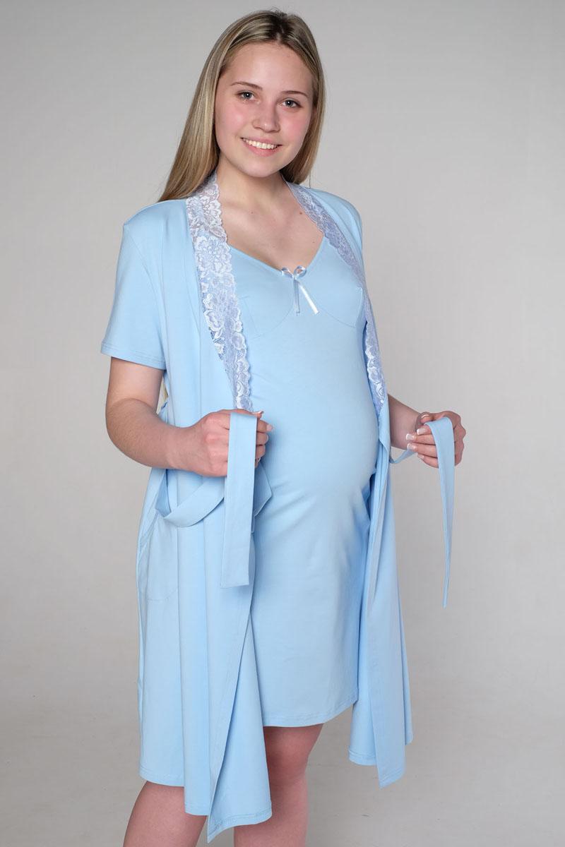 3-К 06728Комплект состоит из халата и сорочки. Халат с коротким рукавом, на запах, на поясе, украшен кружевом. Сорочка с клипсой для кормления.