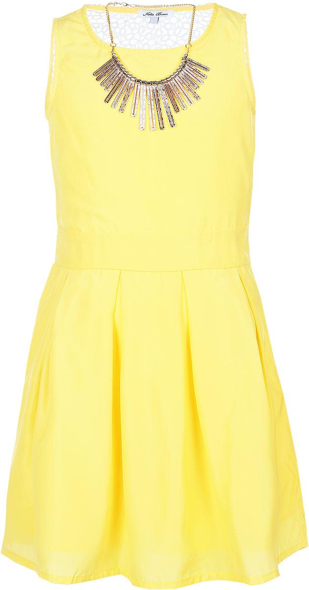 Платье для девочки. SSP1628-2SSP1628-2Яркое платье для девочки Nota Bene идеально подойдет юной моднице. Оно изготовлено из гладкой тонкой ткани, приятное на ощупь, не стесняет движений и хорошо вентилируется. Подкладка изделия выполнена из натурального хлопка. Платье с круглым вырезом горловины застегивается сбоку на молнию. По спинке модель дополнена кружевной вставкой. Вшитый пояс завязывается сзади на бант. От линии талии заложены складки, которые придают изделию легкость и воздушность. Стильное платье подойдет для праздничных мероприятий. В нем ваша принцесса всегда будет в центре внимания! В комплект входит аксессуар в виде колье.