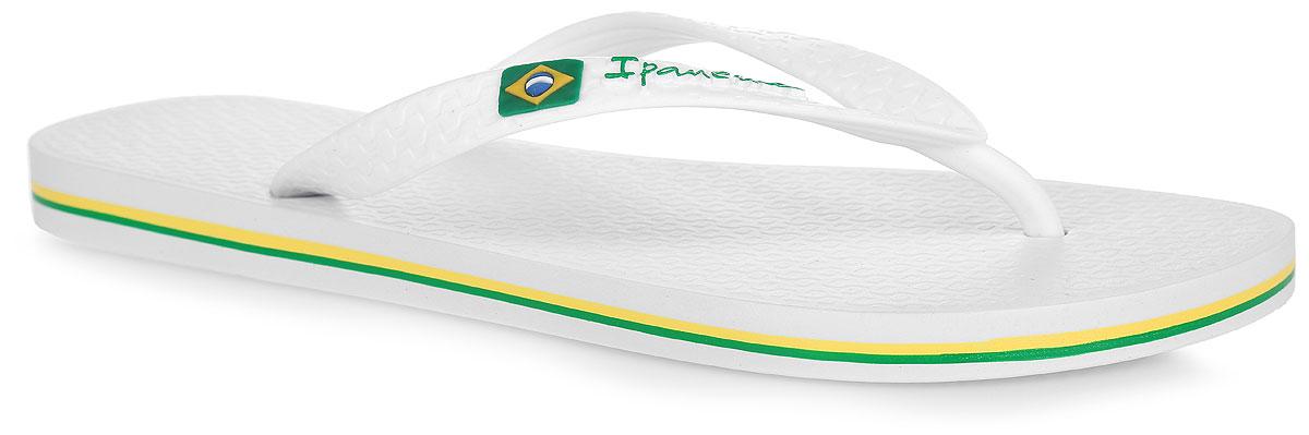 Сланцы мужские Classica Brasil II AD. 8041580415-22277Комфортные мужские сланцы Classica Brasil II AD от Ipanema очаруют вас с первого взгляда. Модель полностью выполнена из поливинилхлорида. Сланцы снабжены ремешками с перемычкой, которые гарантируют надежную фиксацию на ноге. Ремешок оформлен изображением флага Бразилии и названием бренда, подошва - контрастными полосками. Верхняя рифленая поверхность подошвы предотвращает выскальзывание ноги. Рельефное основание подошвы обеспечивает уверенное сцепление с любой поверхностью. Удобные сланцы прекрасно подойдут для похода в бассейн или на пляж.