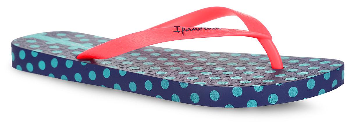 Сланцы женские Unique IV Fem. 8177381773-24095Стильные женские сланцы Unique IV Fem от Ipanema очаруют вас с первого взгляда. Модель полностью выполнена из поливинилхлорида и оформлена на ремешке названием бренда. Верхняя поверхность подошвы у одного сланца оформлена изображение собаки, принтом в полоску и принтом в горох, у второго - принтом в горох. Ремешки с перемычкой гарантируют надежную фиксацию модели на ноге. Рифление на верхней поверхности подошвы предотвращает выскальзывание ноги. Рельефное основание подошвы обеспечивает уверенное сцепление с любой поверхностью. Удобные сланцы прекрасно подойдут для похода в бассейн или на пляж.