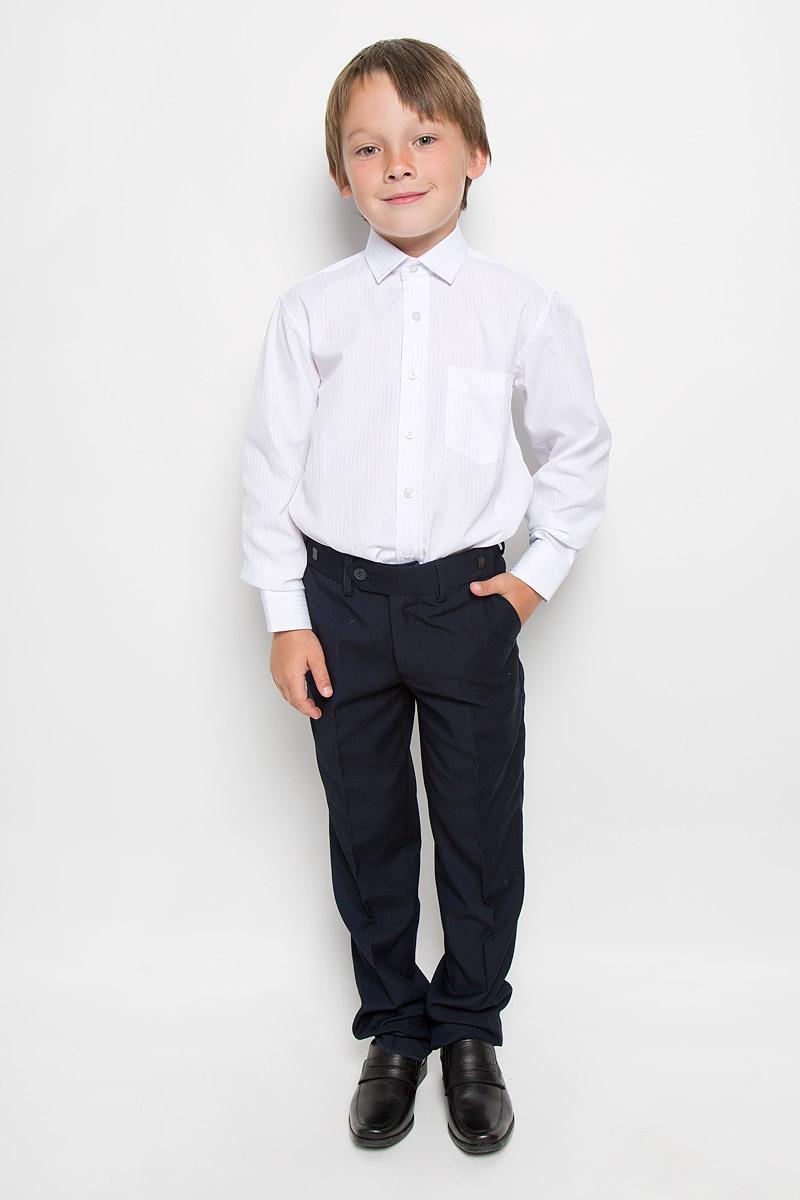 РубашкаBoss 1Рубашка для мальчика Tsarevich отлично сочетается как с джинсами, так и с классическими брюками. Она выполнена из хлопка с добавлением полиэстера. Материал изделия мягкий и приятный на ощупь, не сковывает движения и обладает высокими дышащими свойствами. Рубашка прямого кроя с длинными рукавами и отложным воротником застегивается на пуговицы по всей длине. Манжеты рукавов также имеют застежки-пуговицы. На груди расположен накладной карман. Модель оформлена полосками. Такая рубашка займет достойное место в детском гардеробе, в ней ребенку будет удобно и комфортно.