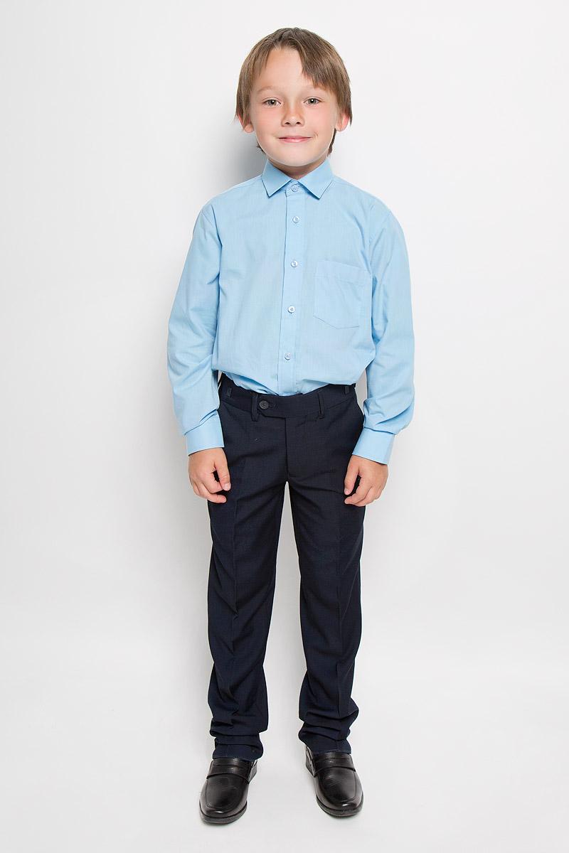 РубашкаAlaskaКлассическая рубашка для мальчика Tsarevich отлично сочетается как с джинсами, так и с брюками. Она выполнена из хлопка с добавлением полиэстера. Материал изделия мягкий и приятный на ощупь, не сковывает движения и обладает высокими дышащими свойствами. Однотонная рубашка прямого кроя с длинными рукавами имеет отложной воротник. Модель застегивается на пуговицы по всей длине. Манжеты рукавов также имеют застежки-пуговицы. На груди расположен накладной карман. Такая рубашка займет достойное место в детском гардеробе, в ней ребенку будет удобно и комфортно.