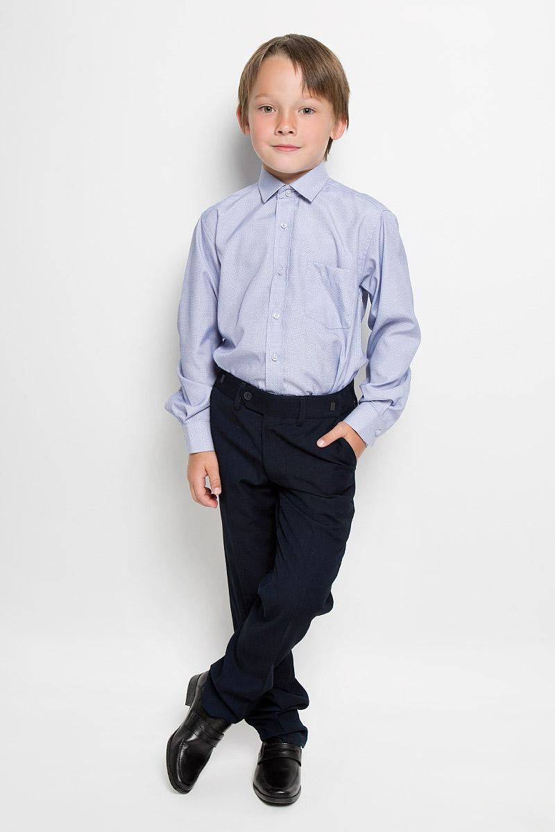 Azzuro 5Рубашка для мальчика Tsarevich отлично сочетается как с джинсами, так и с классическими брюками. Она выполнена из хлопка с добавлением полиэстера. Материал изделия мягкий и приятный на ощупь, не сковывает движения и обладает высокими дышащими свойствами. Рубашка прямого кроя с длинными рукавами и отложным воротником застегивается на пуговицы по всей длине. Манжеты рукавов также имеют застежки-пуговицы. На груди расположен накладной карман. Модель оформлена мелким вышитым рисунком. Такая рубашка станет стильным дополнением к детскому гардеробу, в ней ребенку будет удобно и комфортно.