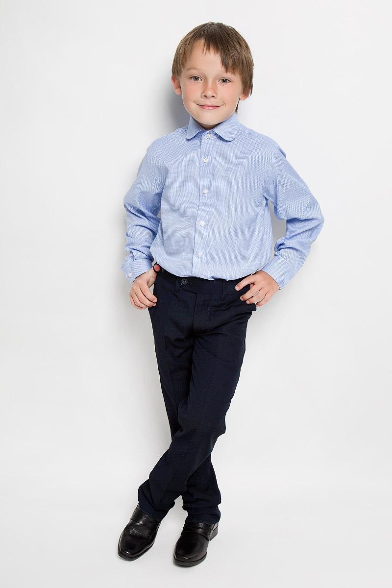 РубашкаDuke 5Рубашка для мальчика Imperator выполнена из хлопка с добавлением полиэстера. Она отлично сочетается как с джинсами, так и с классическими брюками. Материал изделия мягкий и приятный на ощупь, не сковывает движения и обладает высокими дышащими свойствами. Рубашка прямого кроя с длинными рукавами и отложным воротником застегивается на пуговицы по всей длине. Манжеты рукавов также имеют застежки-пуговицы. Оригинальная расцветка и высокое качество исполнения принесут удовольствие от покупки и подарят отличное настроение!