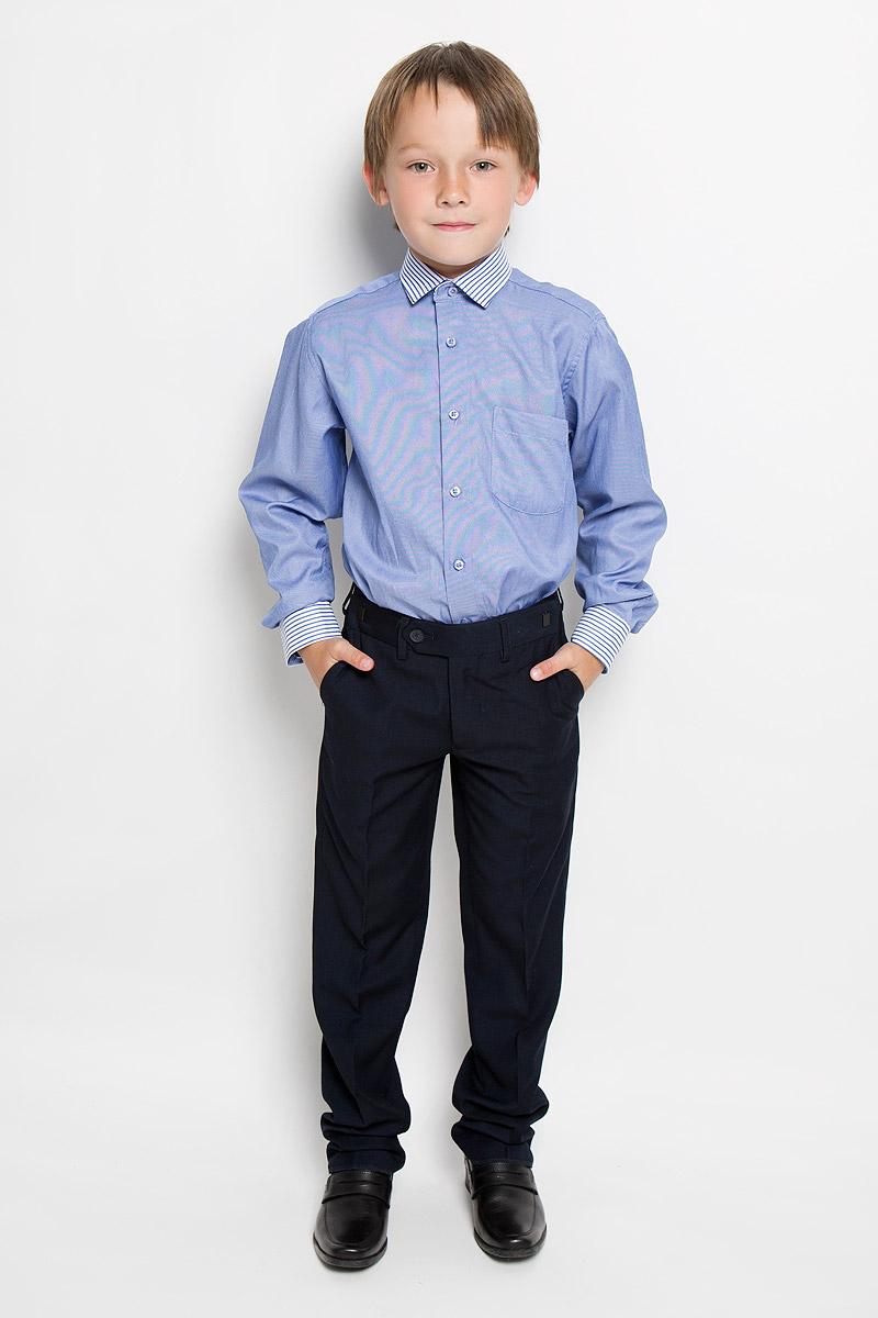 РубашкаLab 4Рубашка для мальчика Tsarevich отлично сочетается как с джинсами, так и с классическими брюками. Она выполнена из хлопка с добавлением полиэстера. Материал изделия мягкий и приятный на ощупь, не сковывает движения и обладает высокими дышащими свойствами. Рубашка прямого кроя с длинными рукавами и отложным воротником застегивается на пуговицы по всей длине. Манжеты рукавов также имеют застежки-пуговицы. На груди расположен накладной карман. Воротник, манжеты и планка рубашки оформлены полосками. Такая рубашка займет достойное место в детском гардеробе, в ней ребенку будет удобно и комфортно.