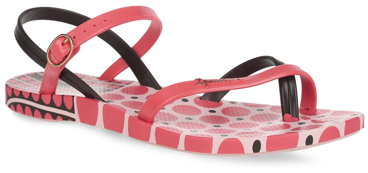 Сандалии женские Fashion Sand III Fem. 8170981709-22367Модные сандалии Fashion Sand III Fem от Ipanema не оставят равнодушной настоящую модницу. Модель изготовлена из ПВХ (поливинилхлорида). Ремешки с металлической пряжкой, оформленные декоративной прострочкой, надежно зафиксируют изделие на ноге. Верхняя поверхность подошвы оформлена оригинальным принтом, передний ремешок - названием бренда. Рельефное основание подошвы обеспечивает уверенное сцепление с любой поверхностью. Удобные сандалии займут достойное место среди вашей летней обуви.