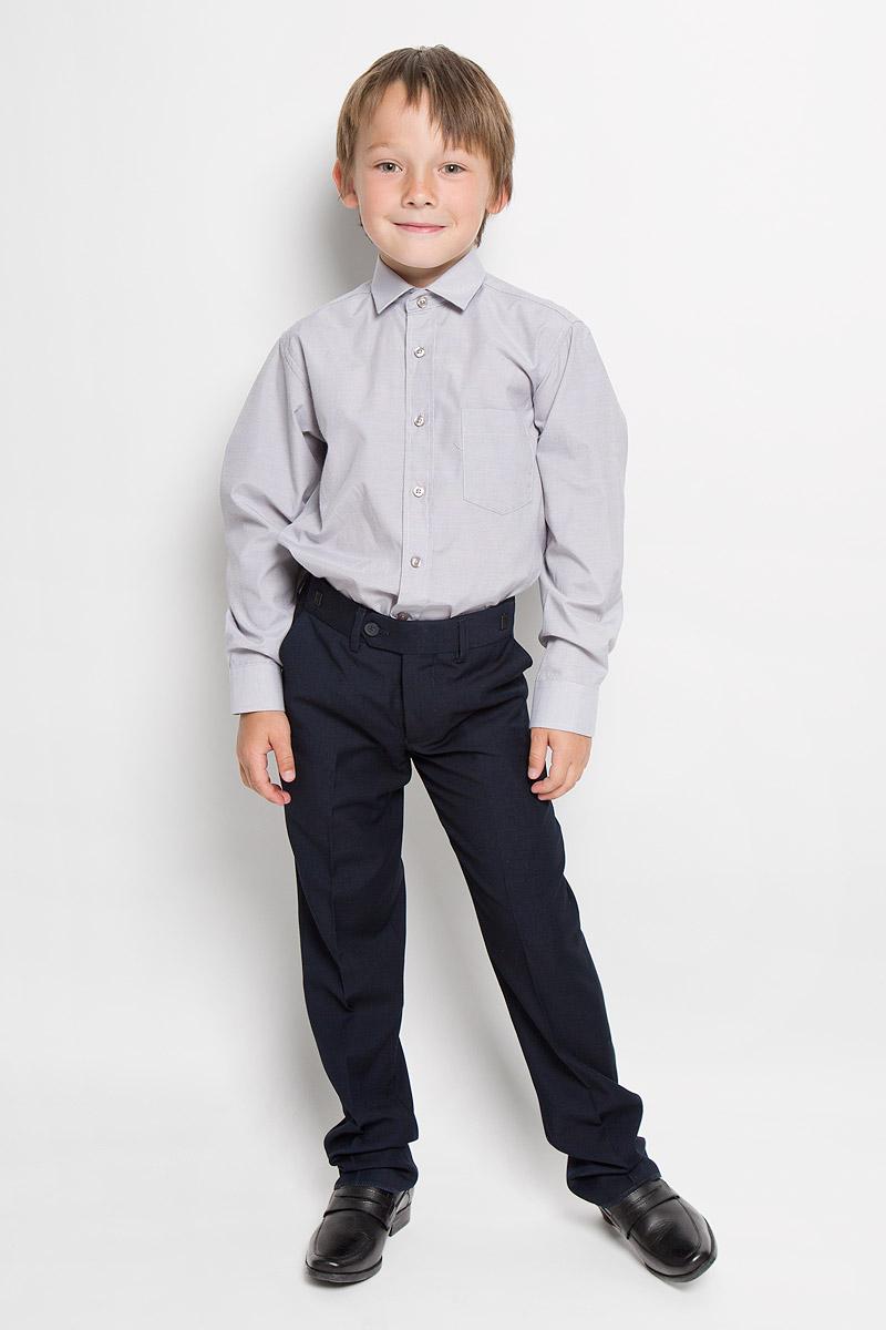 Argento 3Рубашка для мальчика Tsarevich отлично сочетается как с джинсами, так и с классическими брюками. Она выполнена из хлопка с добавлением полиэстера. Материал изделия мягкий и приятный на ощупь, не сковывает движения и обладает высокими дышащими свойствами. Рубашка прямого кроя с длинными рукавами и отложным воротником застегивается на пуговицы по всей длине. Манжеты рукавов также имеют застежки-пуговицы. На груди расположен накладной карман. Такая рубашка станет стильным дополнением к детскому гардеробу, в ней ребенку будет удобно и комфортно.