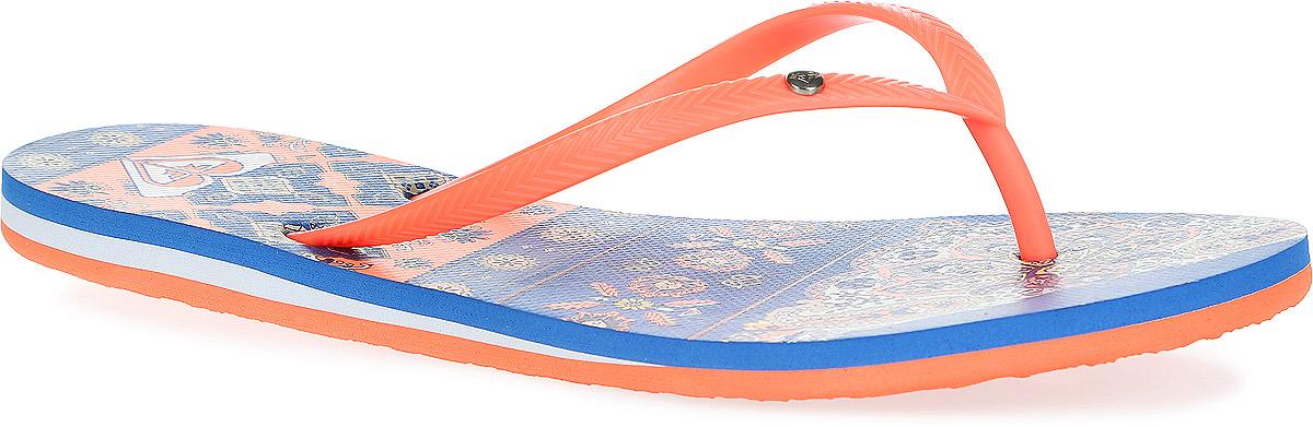Сланцы женские Bermuda. ARJL100249ARJL100249-CREМодные женские сланцы Bermuda от Roxy придутся вам по душе. Верх модели, выполненный из резины, оформлен рельефным орнаментом и металлическим элементом в виде фирменного логотипа. Ремешки с перемычкой гарантируют надежную фиксацию модели на ноге. Подошва выполнена из материала ЭВА. Верхняя поверхность подошвы оформлена оригинальным принтом и фирменным логотипом. Рельефное основание подошвы обеспечивает уверенное сцепление с любой поверхностью. Удобные сланцы прекрасно подойдут для похода в бассейн или на пляж.