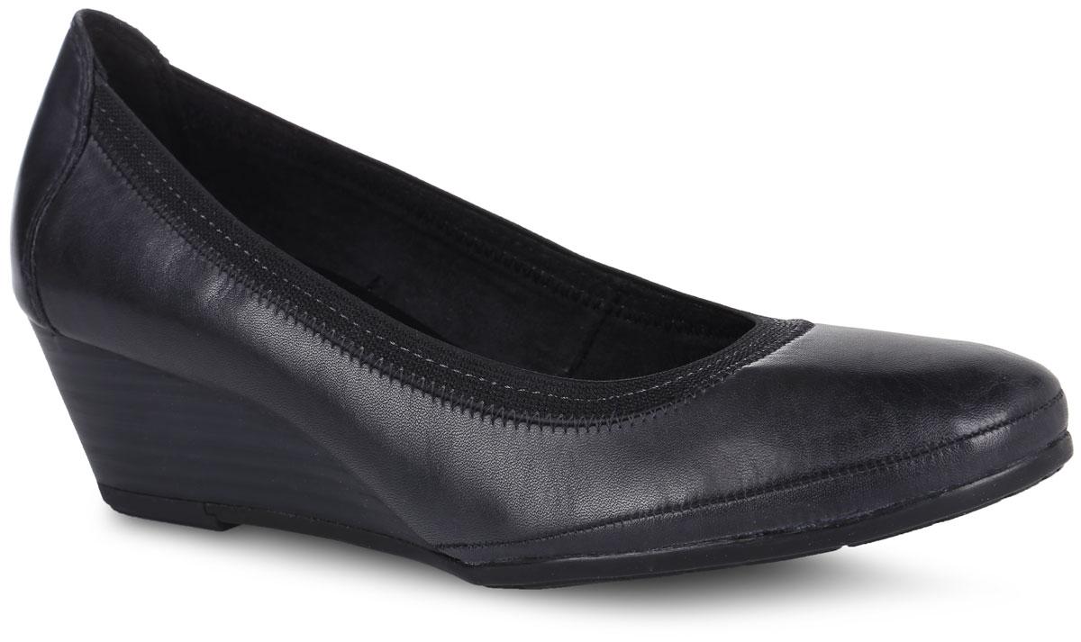 Туфли женские. 2-2-22300-27-2112-2-22300-27-211Стильные туфли от Marco Tozzi не оставят равнодушной настоящую модницу! Модель выполнена из натуральной кожи и дополнена эластичным кантом. Закругленный носок добавляет женственности. Подкладка из текстиля не натирает. Мягкая стелька из материала ЭВА с поверхностью из искусственной кожи принимает форму стопы и обеспечивает этим максимальный комфорт. Небольшая танкетка невероятно устойчива. Подошва с рифлением обеспечивает идеальное сцепление с любыми поверхностями. Элегантные туфли внесут изысканные нотки в ваш образ и подчеркнут вашу утонченную натуру.