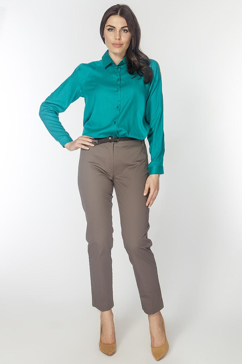 БрюкиP3185Классические хлопковые брюки со стрелками, зауженные к низу, на притачном поясе со шлевками. Застежка гульфик и металлические крючки. Спереди имитация карманов, сзади два прорезных кармана.