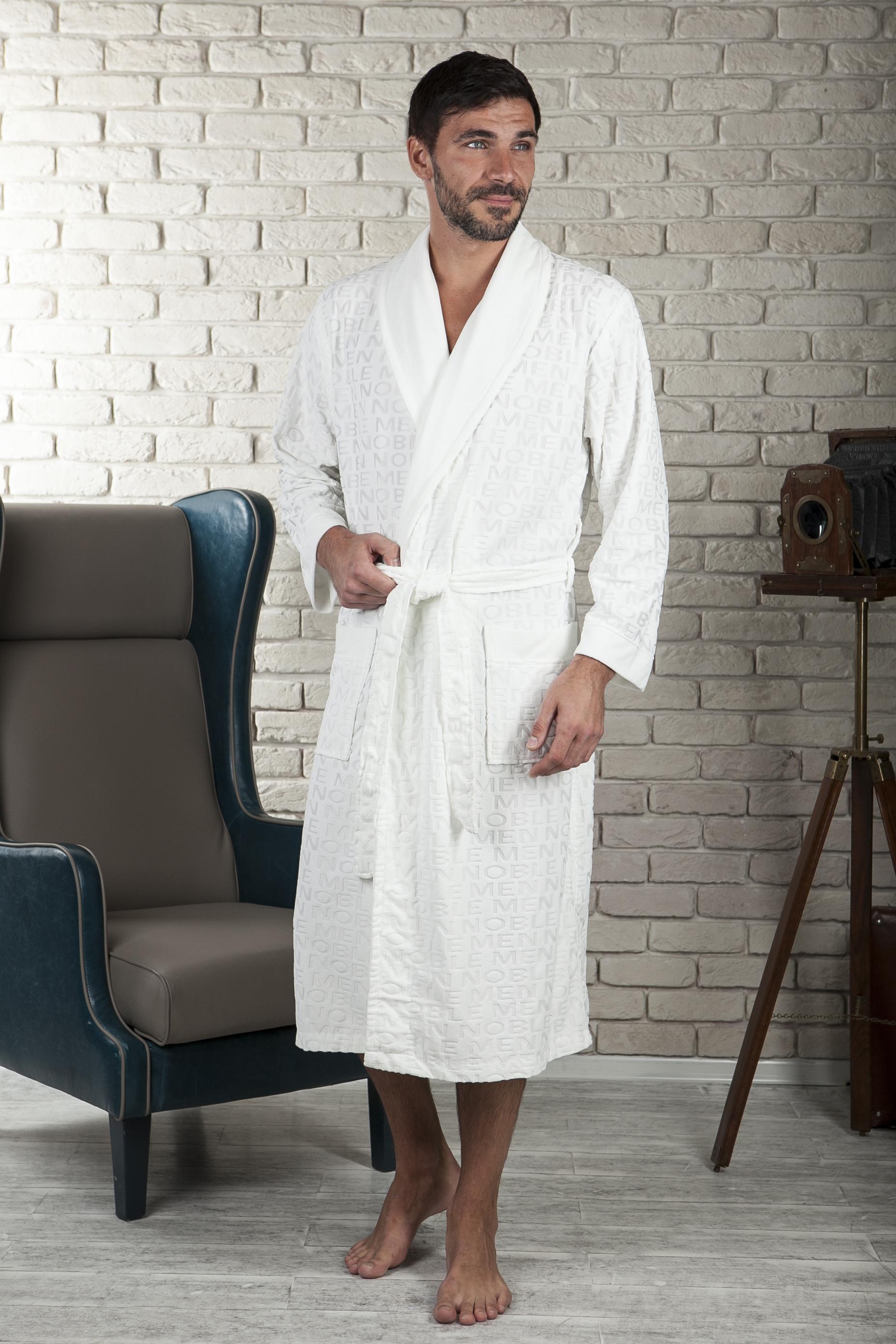 463Облегченный мужской халат из тонкого бамбукового велюра с оригинальным принтом в виде надписей. Легкий, комфортный, современный халат.