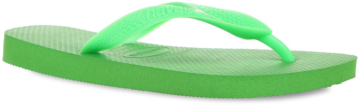 Сланцы Top. 40000294000029-0555Модные сланцы Top от Havaianas придутся вам по душе. Верх модели, выполненный из резины, оформлен рельефным орнаментом и названием бренда. Ремешки с перемычкой гарантируют надежную фиксацию модели на ноге. Подошва выполнена из материала ЭВА. Рифление на верхней поверхности подошвы предотвращает выскальзывание ноги. Рельефное основание подошвы обеспечивает уверенное сцепление с любой поверхностью. Удобные сланцы прекрасно подойдут для похода в бассейн или на пляж.