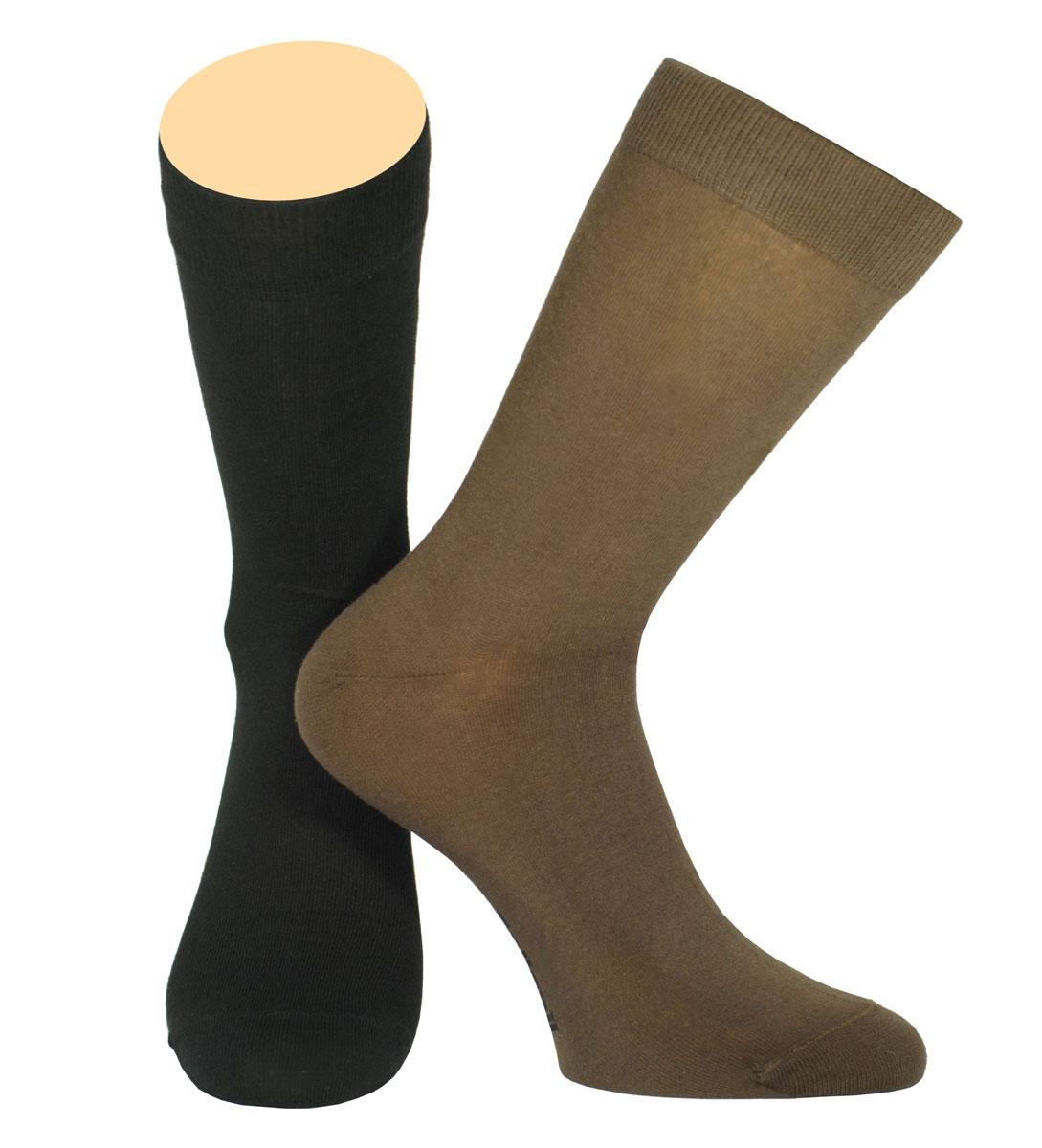НоскиCE3-40/01Мужские носки Collonil изготовлены из эластичного хлопка с добавлением полиамида. Удлиненная широкая резинка не сдавливает и комфортно облегает ногу. В комплекте 2 пары.