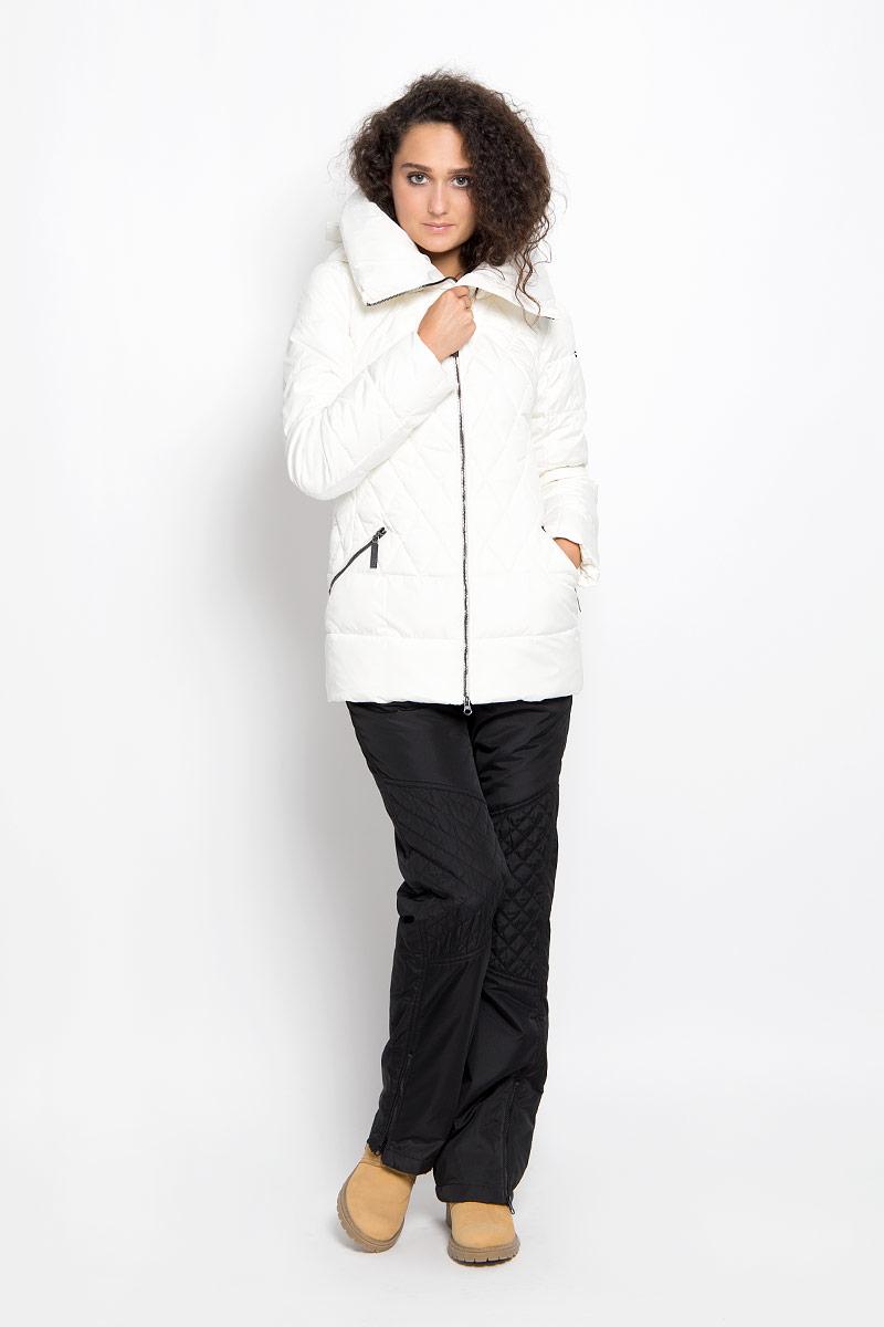 КурткаA16-11018_140Удобная женская куртка Finn Flare согреет вас в прохладную погоду и позволит выделиться из толпы. Модель с длинными рукавами и высоким воротником-стойкой выполнена из прочного полиэстера и застегивается на молнию спереди. Куртка имеет съемный капюшон на кнопках, объем которого регулируется при помощи шнурка-кулиски со стопперами. Изделие оформлено оригинальным стеганым узором и дополнено двумя втачными карманами на молниях спереди. Плотный наполнитель из синтепона надежно сохранит тепло, благодаря чему такая куртка защитит вас от ветра и холода. Эта модная и в то же время комфортная куртка - отличный вариант для прогулок, она подчеркнет ваш изысканный вкус и поможет создать неповторимый образ.