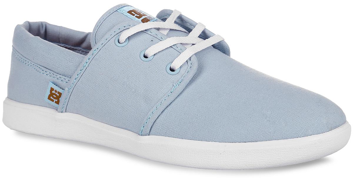 Кеды женские Haven. ADJS700016ADJS700016-CRLУдобные женские кеды Haven от DC Shoes займут достойное место в вашем гардеробе. Модель изготовлена из прочного текстиля. Язычок изделия и боковая сторона оформлены логотипом бренда. Шнуровка и резинка с внутренней стороны, пропущенная через язычок, позволяют оптимально зафиксировать обувь на подъеме. Подкладка выполнена из текстиля. Стелька из материала EVA с рельефной поверхностью обеспечивает комфорт и амортизацию при движении. Износостойкая каучуковая подошва дополнена протектором с фирменным рисунком. Подошва суперлегкая благодаря технологии Unilite. Модные кеды прекрасно подойдут для прогулок или дальних поездок.