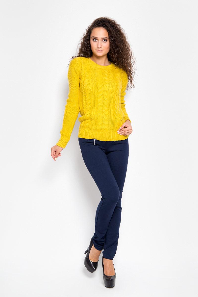 A16-12034_101Стильные женские брюки Finn Flare - это изделие высочайшего качества, которое превосходно сидит и подчеркнет все достоинства вашей фигуры. Прямые брюки стандартной посадки выполнены из эластичной вискозы с добавлением нейлона, что обеспечивает комфорт и удобство при носке. Брюки застегиваются на пуговицу в поясе и ширинку на застежке-молнии, на поясе имеются шлевки для ремня. Брюки дополнены двумя втачными карманами на крупных застежках-молниях спереди и двумя накладными карманами сзади. Эти модные и в то же время комфортные брюки послужат отличным дополнением к вашему гардеробу и помогут создать неповторимый современный образ.