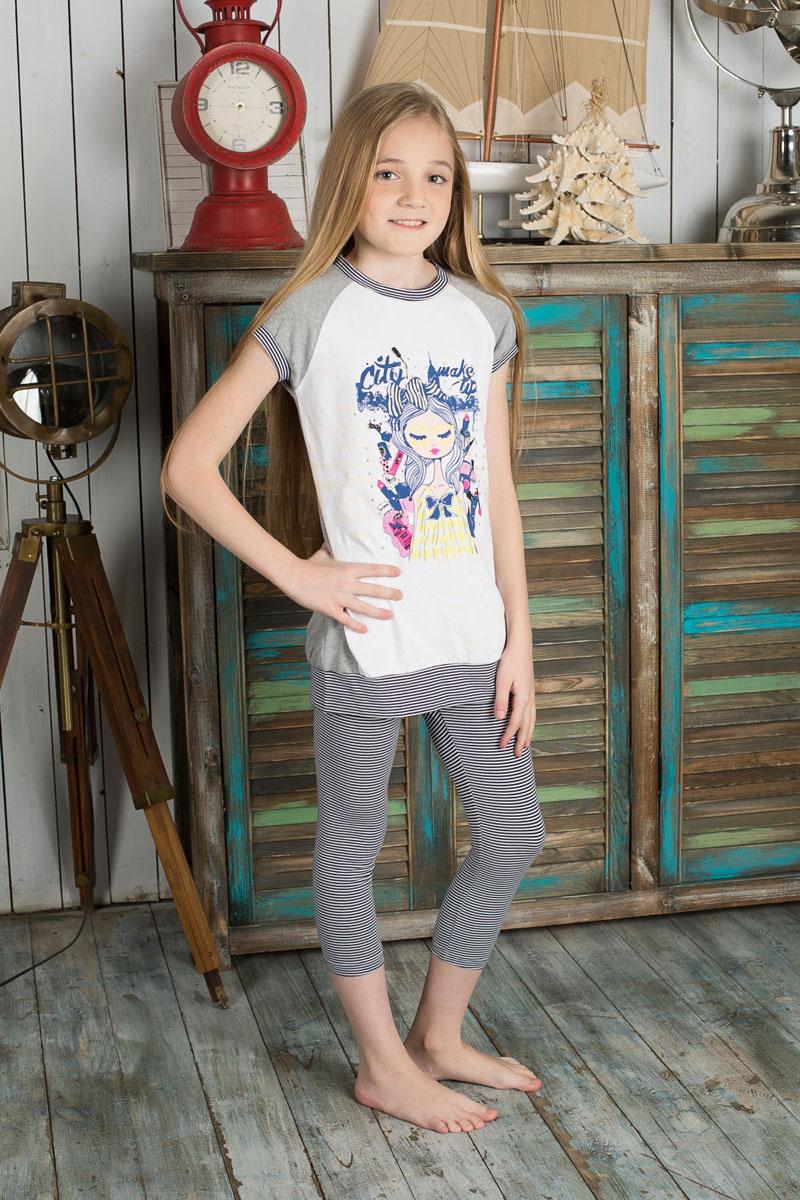 Футболка195846Удлиненная футболка для девочки Sweet Berry идеально подойдет вашей моднице. Изготовленная из эластичного хлопка, она очень мягкая и приятная на ощупь, не сковывает движения и позволяет коже дышать, обеспечивая наибольший комфорт. Футболка с короткими рукавами-реглан и круглым вырезом горловины оформлена изображением девушки в окружении косметики и декорирована стразами. Горловину, низ рукавов и нижнюю часть изделия украшает трикотажные эластичные вставки в полоску. Современный дизайн и расцветка делают эту модель стильным предметом детского гардероба. В такой футболке ваша девочка всегда будет в центре внимания!