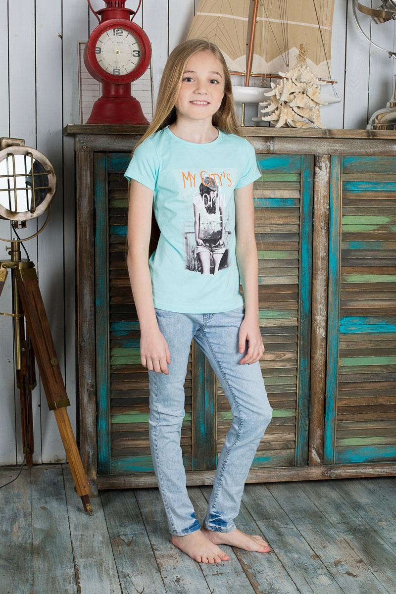 Футболка195822Футболка для девочки Luminoso станет модным дополнением к детскому гардеробу. Модель выполнена из мягкого эластичного хлопка, очень приятная на ощупь, не сковывает движения и хорошо пропускает воздух, обеспечивая наибольший комфорт. Футболка с круглым вырезом горловины и короткими рукавами имеет слегка приталенный силуэт. Спереди изделие украшено принтом с блестящим напылением, а также принтовой надписью. Дизайн и расцветка делают эту футболку стильным предметом детской одежды, она поможет создать отличный современный образ.