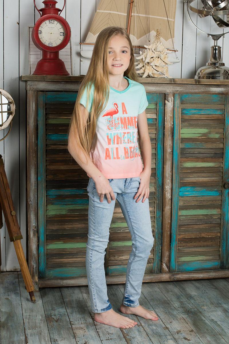 Футболка195823Футболка для девочки Luminoso, выполненная из эластичного хлопка, сделает образ ребенка свежим, интересным и оригинальным. Материал мягкий и приятный на ощупь, не сковывает движения и позволяет коже дышать, обеспечивая комфорт. Модель с V-образным вырезом горловины и короткими рукавами имеет слегка приталенный силуэт. Футболка с мягким градиентом оформлена термоаппликацией с надписями, декорированными стразами и блестящим напылением. Современный дизайн и эффектная расцветка делают эту футболку стильным предметом детской одежды. Юная модница с такой футболке всегда будет в центре внимания!