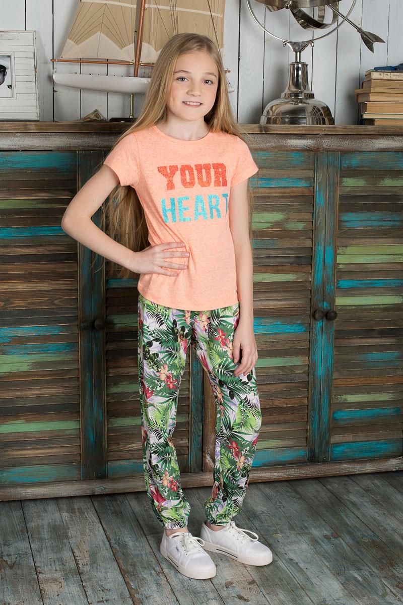 Футболка195828Яркая футболка для девочки Luminoso станет модным дополнением к детскому гардеробу. Модель выполнена из мягкого эластичного хлопка, очень приятная на ощупь, не сковывает движения и хорошо пропускает воздух, обеспечивая наибольший комфорт. Футболка с круглым вырезом горловины и короткими рукавами имеет приталенный силуэт. Спереди изделие украшено крупной надписью с блестящим напылением. Дизайн и расцветка делают эту футболку стильным предметом детской одежды, она поможет создать отличный современный образ.