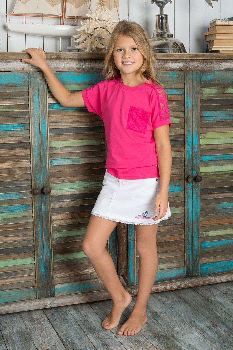 Футболка для девочки. 195804195804Яркая и оригинальная футболка для девочки Luminoso отлично подойдет юной моднице. Модель изготовлена из эластичного хлопка, мягкая и приятная на ощупь, не сковывает движения, хорошо пропускает воздух, обеспечивая комфорт. Футболка с круглым вырезом горловины и короткими рукавами-кимоно оформлена сверху кружевной вставкой. На груди расположен накладной карман, выполненный из кружевной ткани. Современный дизайн и яркая расцветка делают эту футболку стильным и модным предметом детской одежды. В ней ваша принцесса всегда будет в центре внимания!