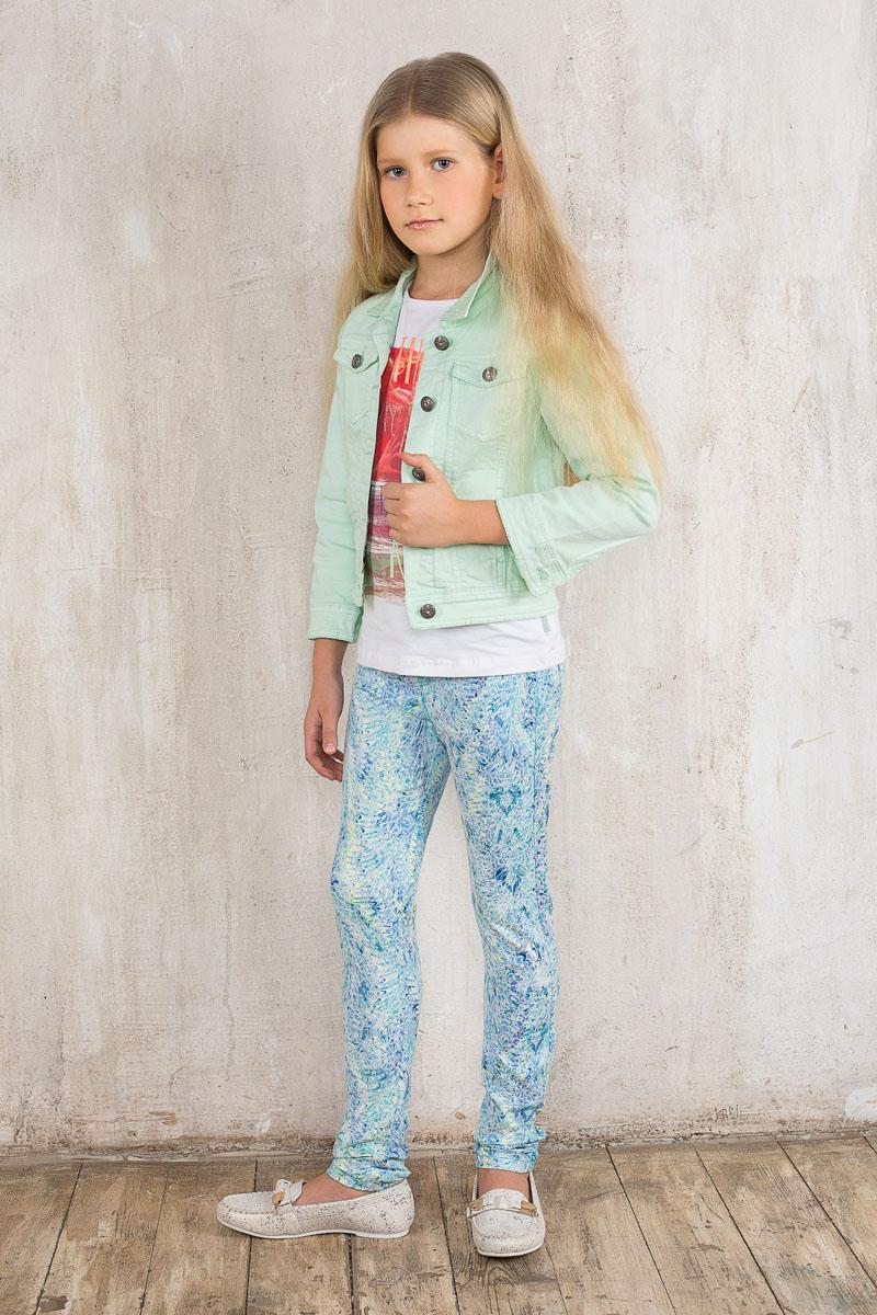 Брюки195821Стильные брюки для девочки Luminoso идеально подойдут юной моднице. Изготовленные из эластичного хлопка, они мягкие и приятные на ощупь, не сковывают движения ребенка и позволяют коже дышать, обеспечивая наибольший комфорт. Брюки с широкой эластичной резинкой в поясе оформлены жаккардовым принтом. Спереди изделие дополнено имитацией втачных карманов и ширинки. Сзади имеются два накладных кармана. Современный дизайн и расцветка делают эти брюки модным предметом детской одежды. В них ребенок всегда будет в центре внимания!