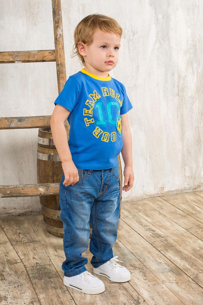 Футболка для мальчика. 196121196121Яркая футболка для мальчика Sweet Berry идеально подойдет вашему маленькому непоседе. Изготовленная из хлопка с небольшим добавлением эластана, она необычайно мягкая и приятная на ощупь, не сковывает движения и позволяет коже дышать, не раздражает даже самую нежную и чувствительную кожу ребенка, обеспечивая ему наибольший комфорт. Футболка с круглым вырезом горловины оформлена принтом с надписью our team rules 10 и нашивной аппликацией футбольного мяча. Вырез горловины дополнен контрастной трикотажной эластичной резинкой. Современный дизайн и расцветка делают эту футболку стильным предметом детского гардероба. В ней ваш ребенок будет чувствовать себя уютно и комфортно и всегда будет в центре внимания!