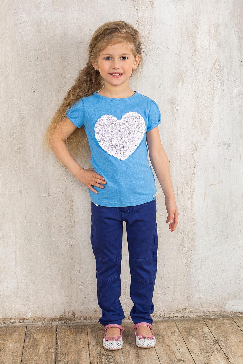 Брюки195424Стильные брюки для девочки Sweet Berry идеально подойдут юной моднице. Изготовленные из эластичного хлопка, они мягкие и приятные на ощупь, не сковывают движения ребенка и позволяют коже дышать, обеспечивая наибольший комфорт. Брюки на талии застегиваются на металлический крючок и ширинку на молнии, имеются шлевки для ремня. С внутренней стороны пояс регулируется скрытой резинкой на пуговицах. Модель имеет спереди два втачных кармана и один накладной кармашек, сзади - два накладных кармана. Оформлено изделие металлическими клепками со стразами. Современный дизайн и расцветка делают эти брюки модным предметом детской одежды. В них ребенок всегда будет в центре внимания!
