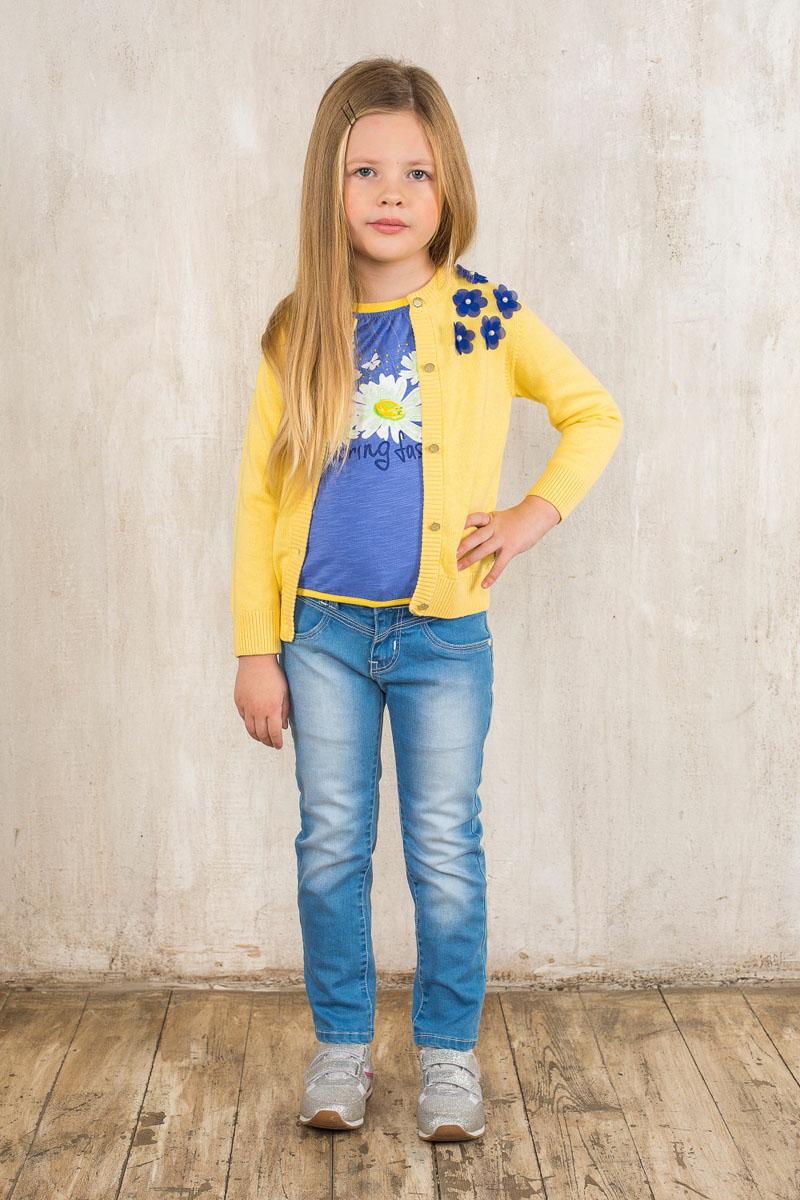 Футболка195434Футболка для девочки Sweet Berry, выполненная из эластичного хлопка, отлично подойдет маленькой моднице. Изделие мягкое и приятное на ощупь, не сковывает движения и позволяет коже дышать, обеспечивая наибольший комфорт. Футболка с круглым вырезом горловины и короткими рукавами-фонариками оформлена термоаппликацией с изображением цветов, украшенной стразами и блестящим напылением. У линии горловины заложены мелкие складочки. Низ изделия собран на эластичную тесьму. Современный дизайн и расцветка делают эту футболку стильным предметом детской одежды. В ней ваша принцесса всегда будет в центре внимания!