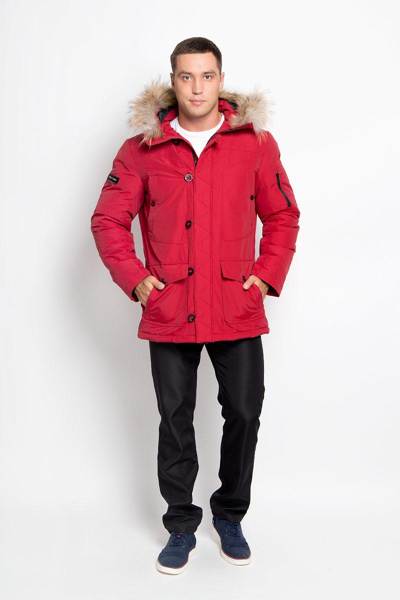 A16-22022_101Стильная мужская куртка Finn Flare превосходно подойдет для холодных дней. Куртка выполнена из хлопка с добавлением нейлона и имеет подкладку из полиэстера, она отлично защищает от дождя, снега и ветра, а наполнитель из пуха и пера превосходно сохраняет тепло и не даст вам замерзнуть даже в сильные морозы. Модель с длинными рукавами и несъемным капюшоном застегивается на застежку-молнию и имеет ветрозащитный клапана на пуговицах и кнопке спереди. Капюшон украшен съемным натуральным мехом. Изделие дополнено двумя накладными карманами на клапанах с кнопками и двумя втачными нагрудными карманами на кнопках, а также внутренним карманом на липучке и карманом на пуговице. На рукаве расположены два небольших накладных кармашка для мелочей и втачной карман на молнии. Рукава дополнены внутренними трикотажными манжетами. Низ куртки оснащен шнурком-кулиской, который позволяет регулировать его объем. Эта модная и в то же время комфортная куртка согреет вас в холодное...
