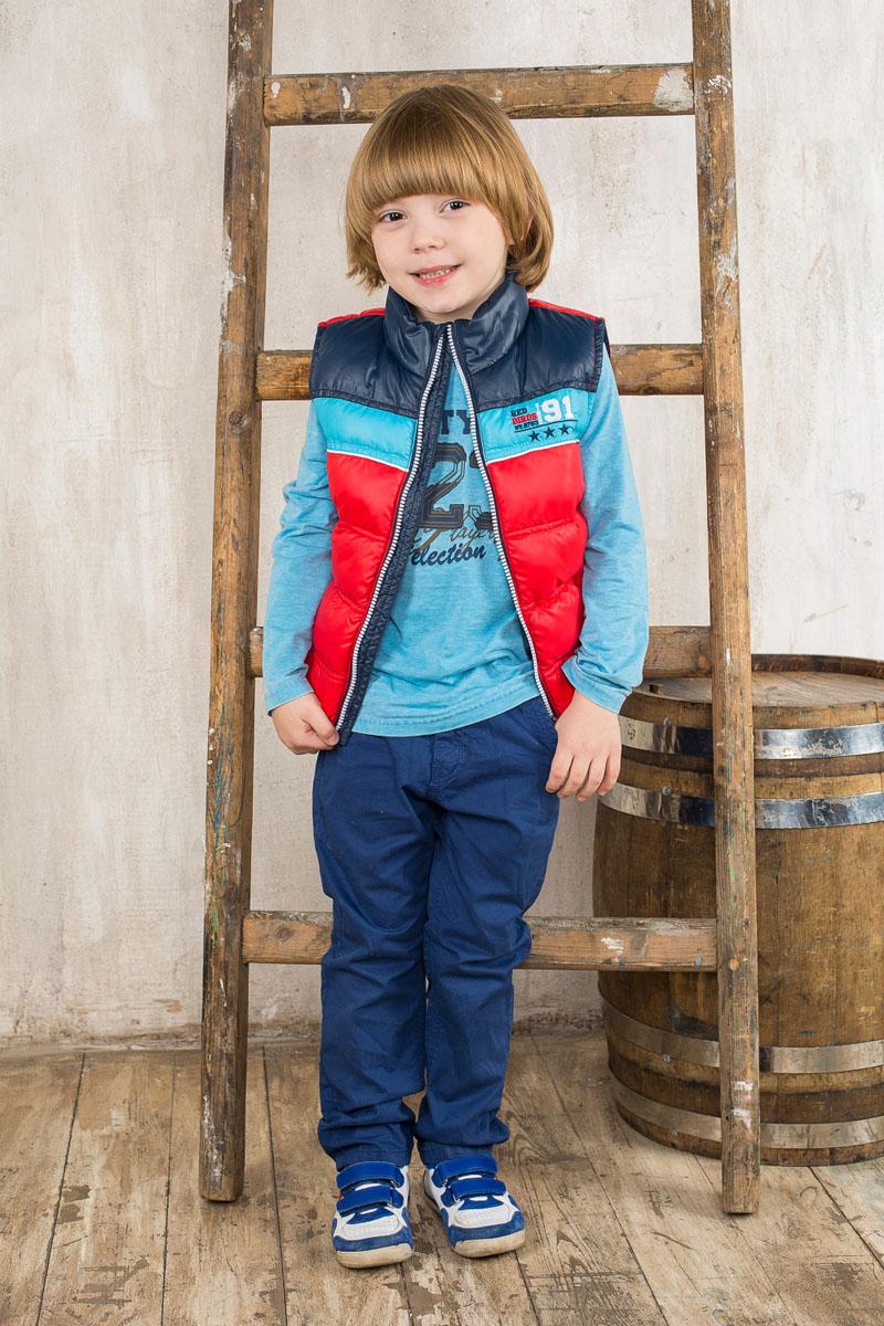 Брюки196302Модные брюки для мальчика Sweet Berry идеально подойдут для отдыха и прогулок. Изготовленные из натурального хлопка, они мягкие и приятные на ощупь, позволяют коже дышать. Модель на талии застегивается на металлический крючок и имеет ширинку на застежке-молнии, а также шлевки для ремня. С внутренней стороны пояс регулируется скрытой резинкой на пуговицах. Спереди расположены два втачных кармана, сзади - два накладных. Изделие декорировано металлическими клепками, дополнено на поясе нашивкой. Современный дизайн и расцветка делают эти брюки стильным предметом детской одежды. Обладатель таких брюк всегда будет в центре внимания!