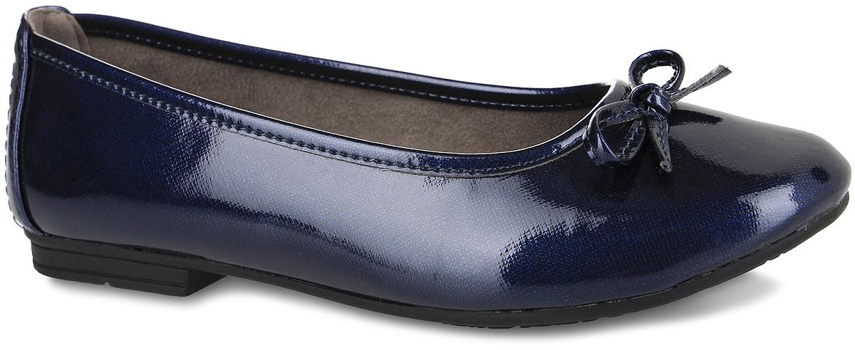 8-8-22163-27-899Модные балетки Soft Line от Jana отлично впишутся в ваш гардероб. Модель, выполненная из искусственной лакированной кожи, оформлена на мысе декоративным бантиком. Подкладка из текстиля не натирает. Мягкая стелька из материала ЭВА с текстильной поверхностью обеспечивает максимальный комфорт. Небольшой широкий каблук и подошва с рифлением гарантируют идеальное сцепление с любыми поверхностями. Очаровательные балетки подчеркнут вашу индивидуальность и станут прекрасным завершением вашего образа.