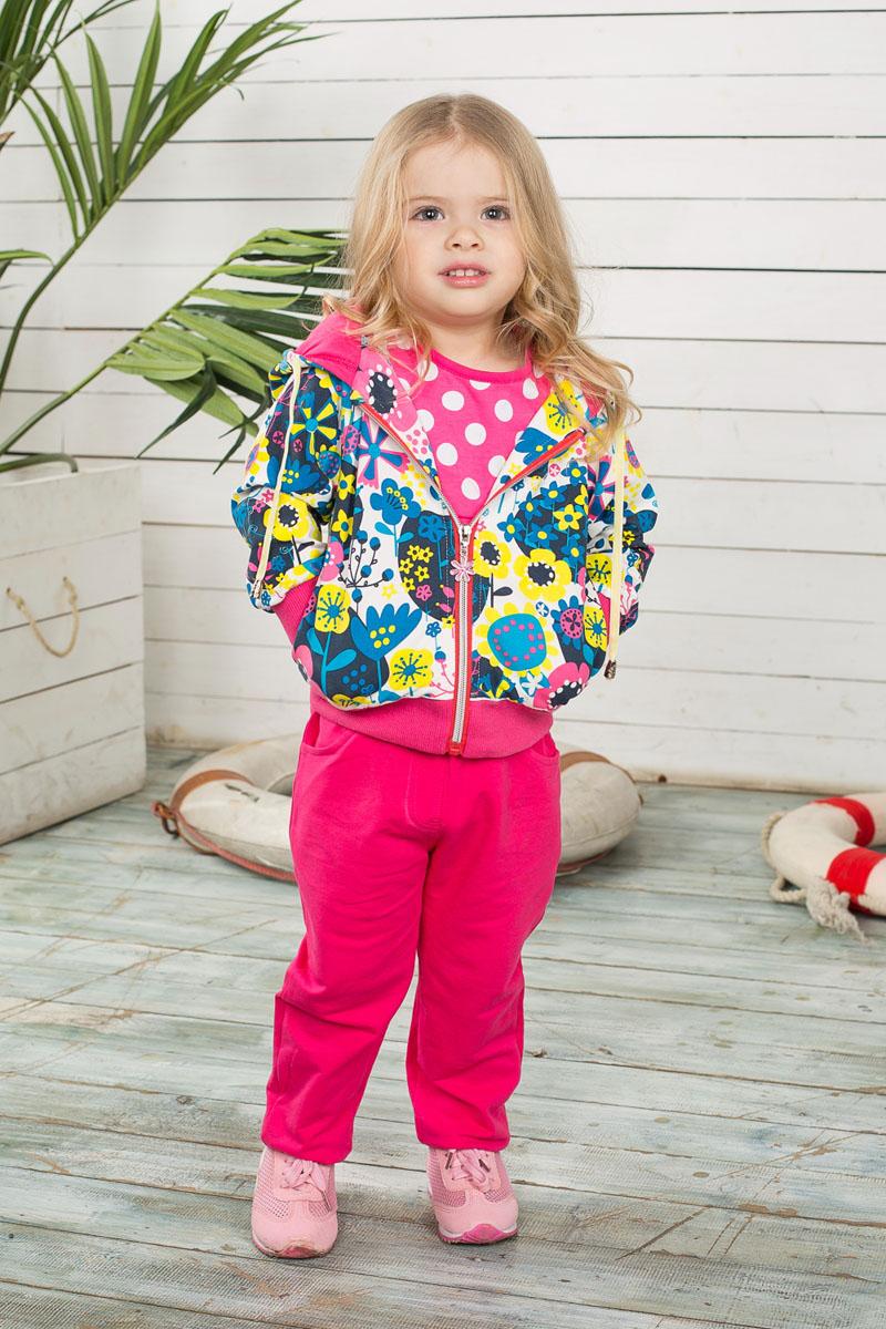 Спортивный костюм для девочки. 195206195206Спортивный костюм для девочки Sweet Berry Baby, состоящий из толстовки и брюк, идеально подойдет вашей малышке и станет отличным дополнением к гардеробу. Изготовленный из эластичного хлопка, он необычайно мягкий и приятный на ощупь, не сковывает движения и позволяет коже дышать, не раздражает даже самую нежную и чувствительную кожу ребенка, обеспечивая ему наибольший комфорт. Толстовка с капюшоном на кулиске и длинными рукавами спереди застегивается на пластиковую застежку-молнию. Манжеты и низ изделия стянуты широкой эластичной резинкой, препятствующей проникновению холодного воздуха. Модель оформлена ярким цветочным принтом и дополнена двумя втачными карманами. Спортивные брюки зауженного к низу кроя на поясе имеют широкую эластичную резинку со шнурком, благодаря чему они не сдавливают животик и не сползают. Спереди имеются два втачных кармана. Брючины дополнены эластичными резинками. Такой спортивный костюм удачно сочетает в себе красоту,...