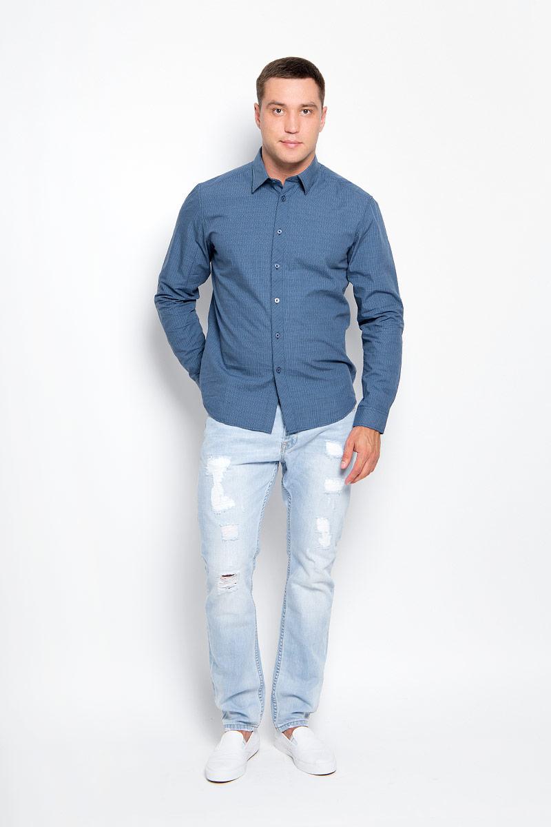 РубашкаA16-21021_101Стильная мужская рубашка Finn Flare, выполненная из натурального хлопка, подчеркнет ваш уникальный стиль и поможет создать оригинальный образ. Такой материал великолепно пропускает воздух, обеспечивая необходимую вентиляцию, а также обладает высокой гигроскопичностью. Рубашка с длинными рукавами и отложным воротником застегивается на пуговицы спереди. Манжеты рукавов также застегиваются на пуговицы. Классическая рубашка - превосходный вариант для базового мужского гардероба и отличное решение на каждый день. Такая рубашка будет дарить вам комфорт в течение всего дня и послужит замечательным дополнением к вашему гардеробу.