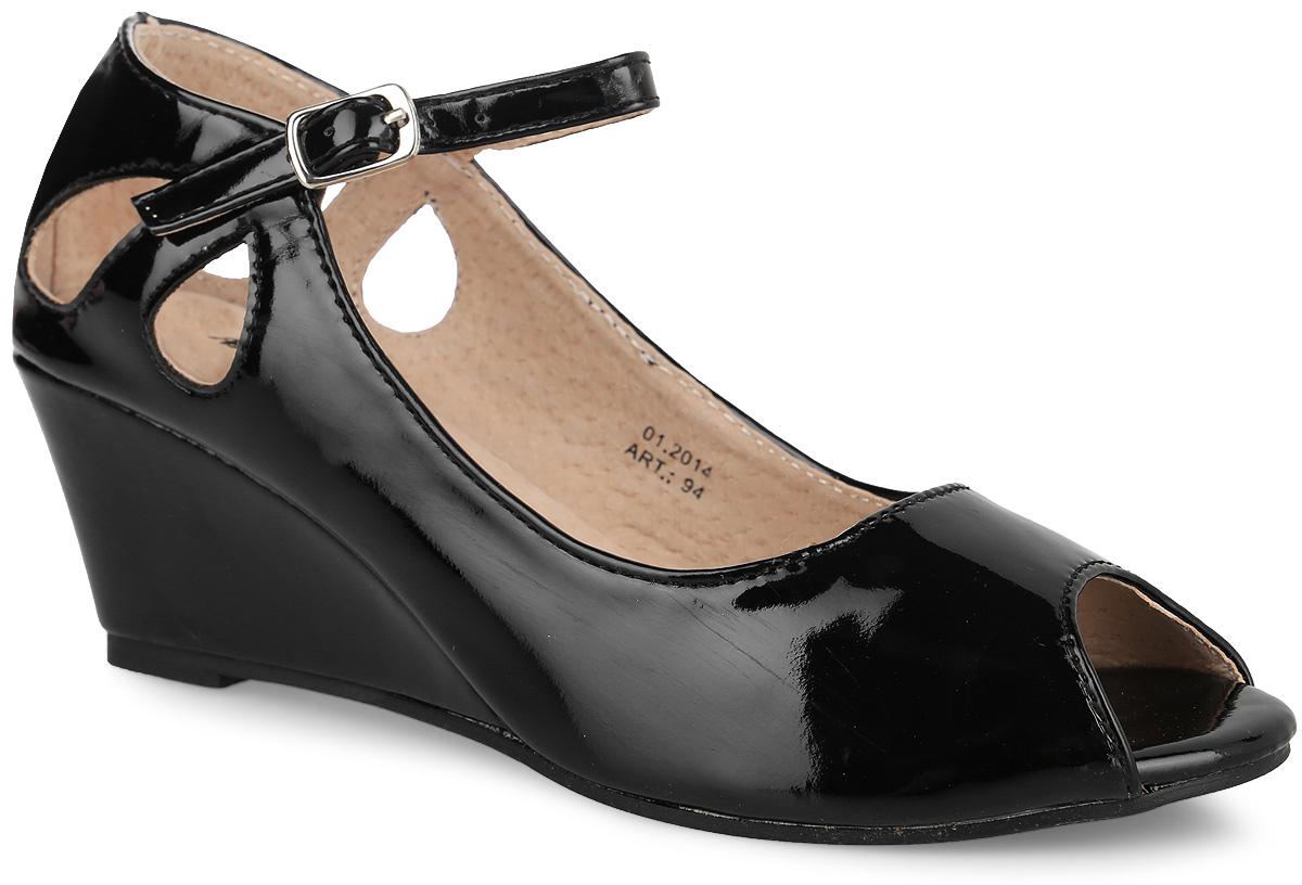Туфли для девочки. 9494Стильная, современная модель туфель с открытым носиком и оригинально оформленной пяточной частью дополнит модный образ вашей девочки. Модель на танкетке выполнена из высококачественной искусственной кожи. Ремешок на застежке позволяет прочно зафиксировать модель на ноге. Рифленая поверхность подошвы защищает изделие от скольжения. Эти туфли идеально подойдут, как для ежедневной носки, так и для торжественных мероприятий!
