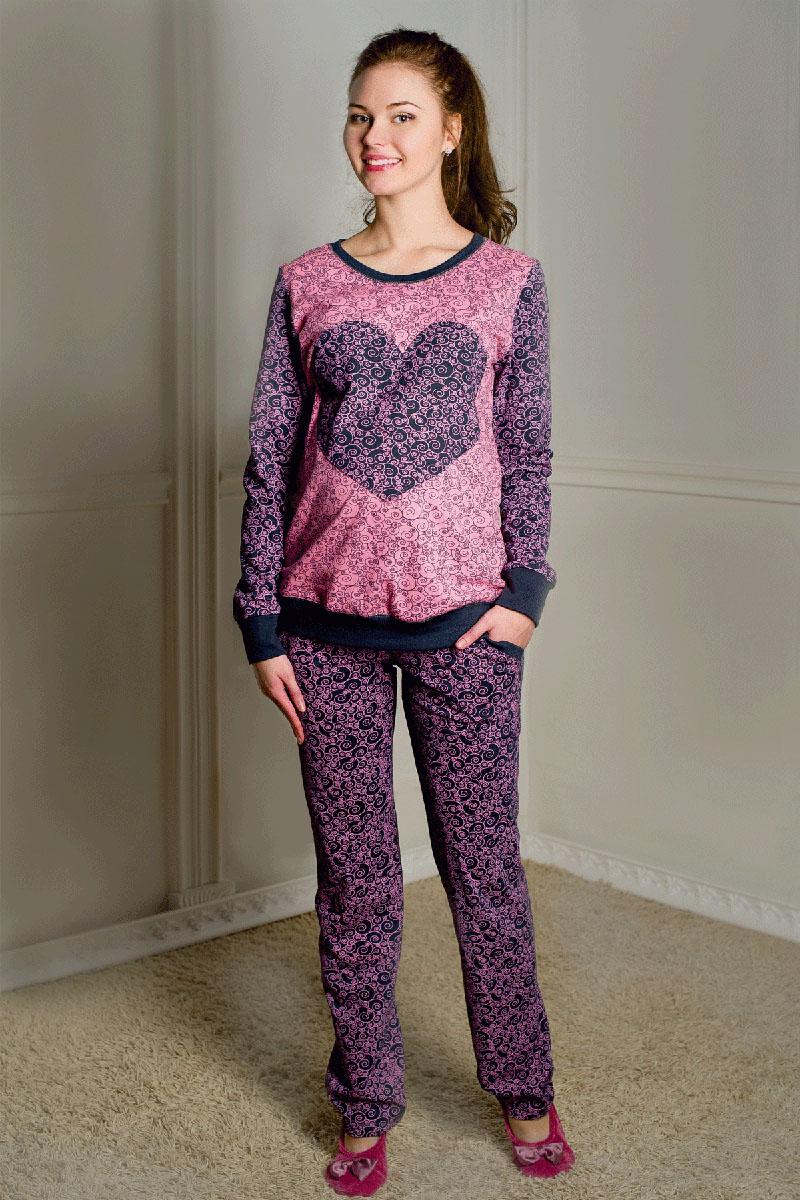 1-О 06728Комплект женский для беременных выполнен из хлопкового набивного трикотажа. Свитшот с декоративным элементом в виде сердца. Брюки с бандажом, с боковыми карманами.