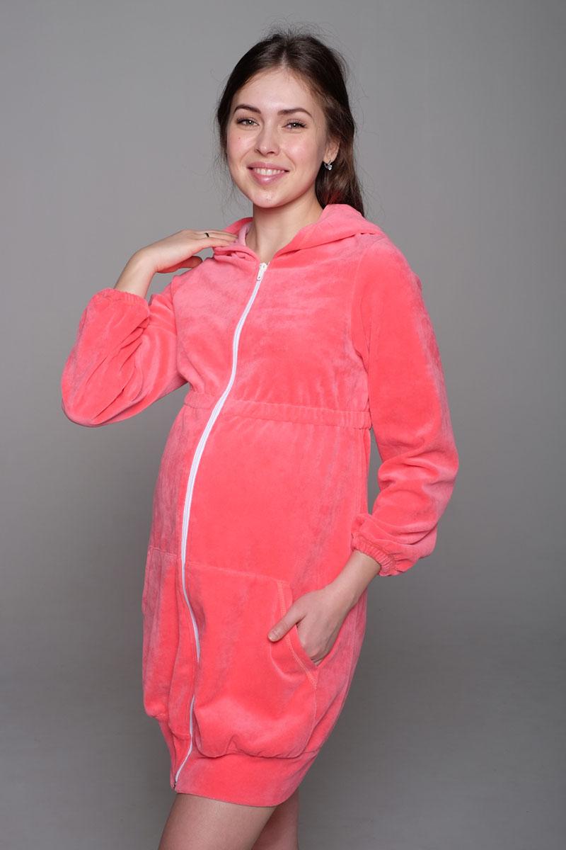 К 06207Удобный, красивый халат для беременных и кормящих мам Hunny Mammy, изготовленный из мягкого велюра, замечательно подходит для сна и отдыха. Модель на застежке-молнии с капюшоном, завышенной линией талии и длинными рукавами дополнена двумя вместительными карманами «кенгуру». Рукава понизу присборены на эластичные резинки. Такой халат сделает отдых будущей мамы уютным и комфортным.