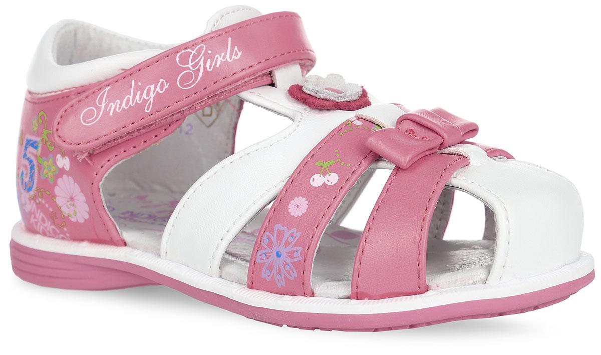 20-190B/12Прелестные сандалии от Indigo Kids придутся по душе вашей девочке и идеально подойдут для повседневной носки в летнюю погоду! Верх модели выполнен из искусственной кожи. Модель оформлена на одном из передних ремешков цветочным принтом, на мысе - декоративным бантиком, на подъеме - декоративным цветком с металлической заклепкой, сбоку - цветочным принтом, названием бренда и цифрой 5. Ремешок с застежкой-липучкой, оформленный названием бренда, обеспечивает надежную фиксацию модели на ноге. Внутренняя поверхность и стелька из натуральной кожи комфортны при ходьбе. Стелька оснащена супинатором, который обеспечивает правильное положение стопы ребенка при ходьбе и предотвращает плоскостопие. Подошва с рифлением гарантирует отличное сцепление с любой поверхностью. Стильные сандалии - незаменимая вещь в гардеробе каждой девочки!