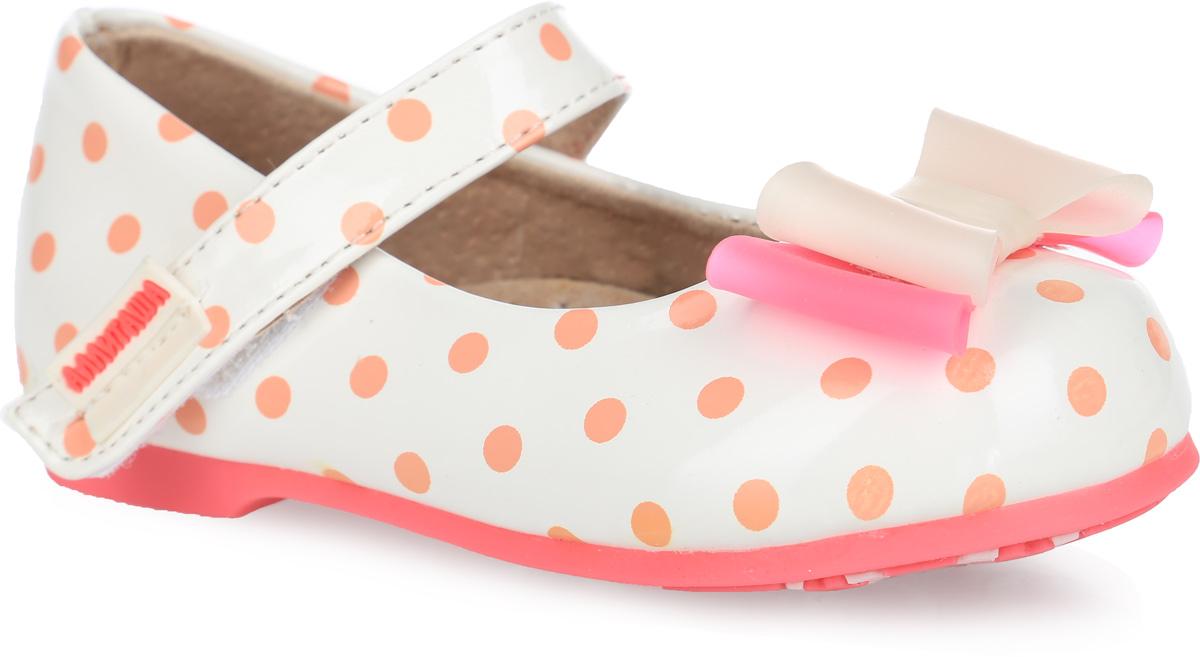 Туфли для девочки. 000350302000350302Удобные и стильные туфли Аллигаша очаруют вашу маленькую принцессу с первого взгляда! Оригинальный и яркий дизайн дополнен красивой фурнитурой. Верх модели выполнен из мягкой лакированной искусственной кожи, разработанной по последним технологиям, позволяет туфелькам совмещать в себе комфорт и износоустойчивость. Стелька с супинатором и подкладка изготовлены из натуральной кожи, благодаря чему обувь дышит, что обеспечивает идеальный микроклимат. Усиленная задняя пяточная часть соответствует всем рекомендациям ортопедов. Анатомическая стелька обеспечивает правильное формирование детской стопы. Для удобства обувания и надежной фиксации стопы на подъеме имеется ремешок на липучке. Подошва, изготовленная из полиуретана, не скользит и обеспечивает хорошее сцепление с поверхностью. Туфли оформлены принтом в горошек. Мыс изделия украшен двухцветным бантиком из ПВХ. Чудесные туфли прекрасно дополнят любой наряд вашей модницы.