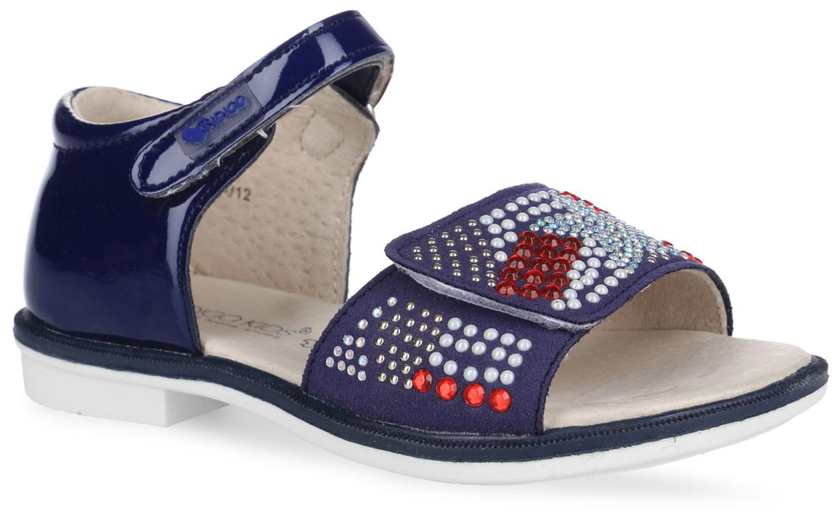 Сандалии для девочки. 21-176A/1221-176A/12Прелестные сандалии от Indigo Kids придутся по душе вашей девочке и идеально подойдут для повседневной носки в летнюю погоду! Модель, выполненная из искусственной кожи, оформлена на переднем ремешке различными стразами. Ремешки с застежками-липучками обеспечивают надежную фиксацию модели на ноге. Внутренняя поверхность и стелька из натуральной кожи комфортны при ходьбе. Стелька оснащена супинатором, который обеспечивает правильное положение стопы ребенка при ходьбе и предотвращает плоскостопие. Небольшой широкий каблук и подошва с рифлением гарантируют отличное сцепление с любой поверхностью. Стильные сандалии - незаменимая вещь в гардеробе каждой девочки!