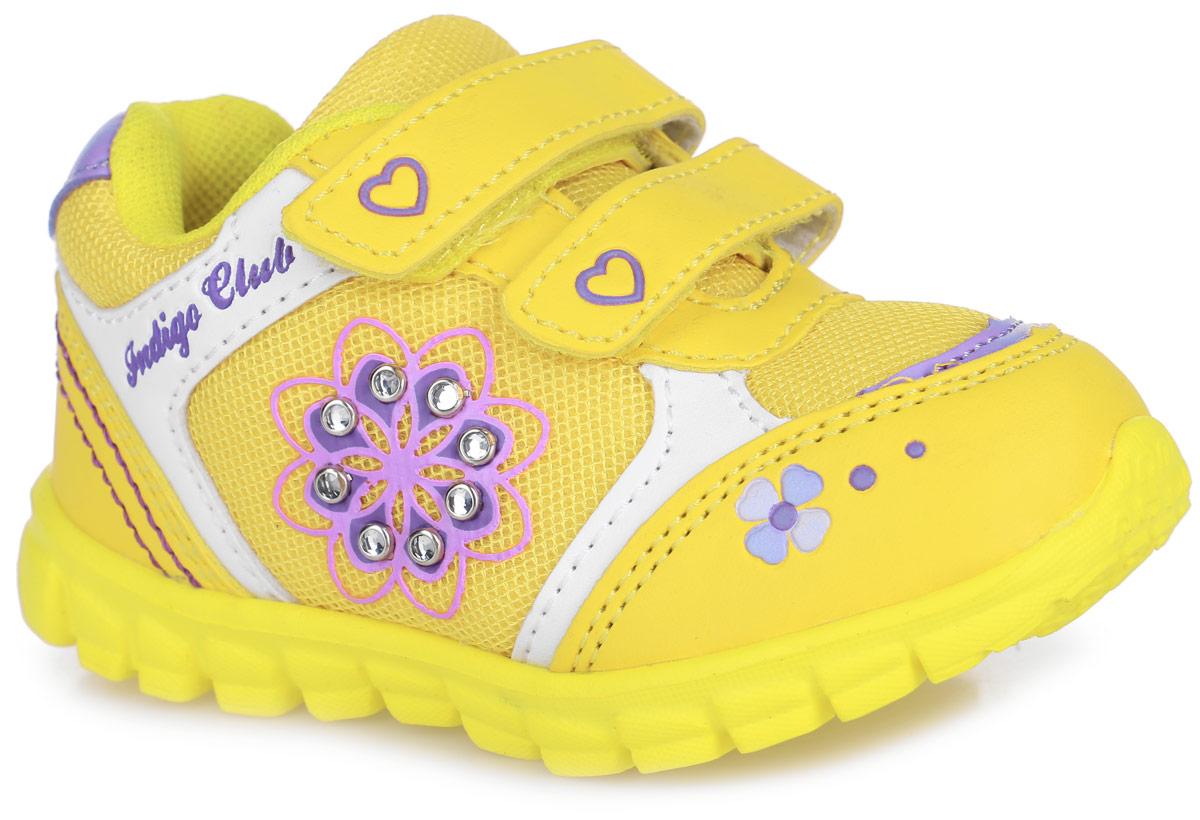 Кроссовки для девочки. 90-033C/1290-033C/12Ультрамодные кроссовки от Indigo Kids очаруют вашу малышку с первого взгляда! Модель изготовлена из искусственной кожи со вставками из сетчатого текстиля. Обувь декорирована сбоку аппликацией в виде цветка, украшенного стразами в металлической оправе. Два ремешка на застежках-липучках, оформленные тиснениями в виде сердечек, надежно фиксируют изделие на ноге. Стелька EVA с поверхностью из натуральной кожи обеспечивает комфорт и амортизацию при движении. Супинатор на стельке предотвращает развитие плоскостопия. Подошва с протектором гарантирует отличное сцепление с любыми поверхностями. Стильные кроссовки займут достойное место в гардеробе вашей девочки.