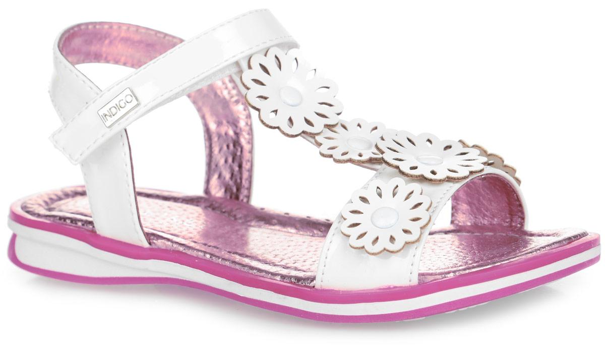 21-0710C/12Прелестные сандалии от Indigo Kids придутся по душе вашей девочке и идеально подойдут для повседневной носки в летнюю погоду! Верх модели, выполненный из искусственной лакированной кожи, оформлен декоративными цветочками с металлическими заклепками. Ремешок с застежкой-липучкой, оформленный металлическим элементом с названием бренда, обеспечивает надежную фиксацию модели на ноге. Внутренняя поверхность и стелька из натуральной кожи комфортны при ходьбе. Стелька оснащена супинатором, который обеспечивает правильное положение стопы ребенка при ходьбе и предотвращает плоскостопие. Подошва с рифлением гарантирует отличное сцепление с любой поверхностью. Стильные сандалии - незаменимая вещь в гардеробе каждой девочки!